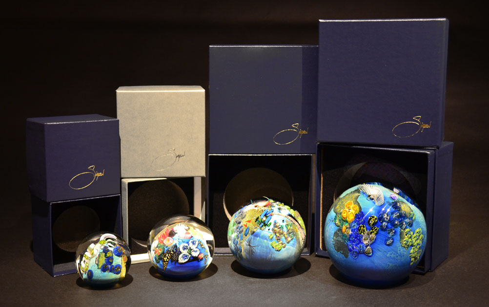 FOAM LINED PRESENTATION BOXES FOR PAPERWEIGHTS