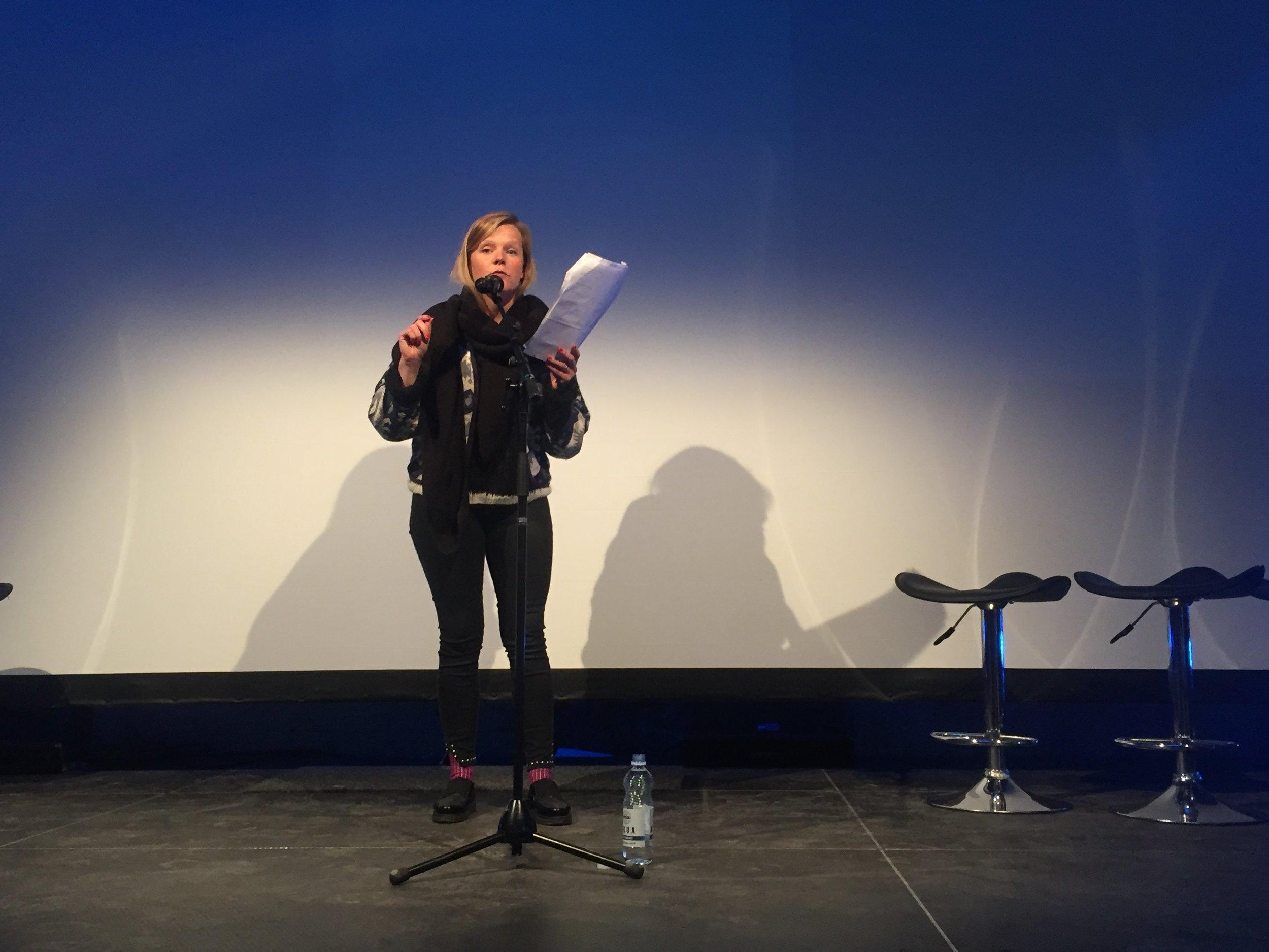 Lív Maria Róadóttir Jæger las nýggjar tekstir