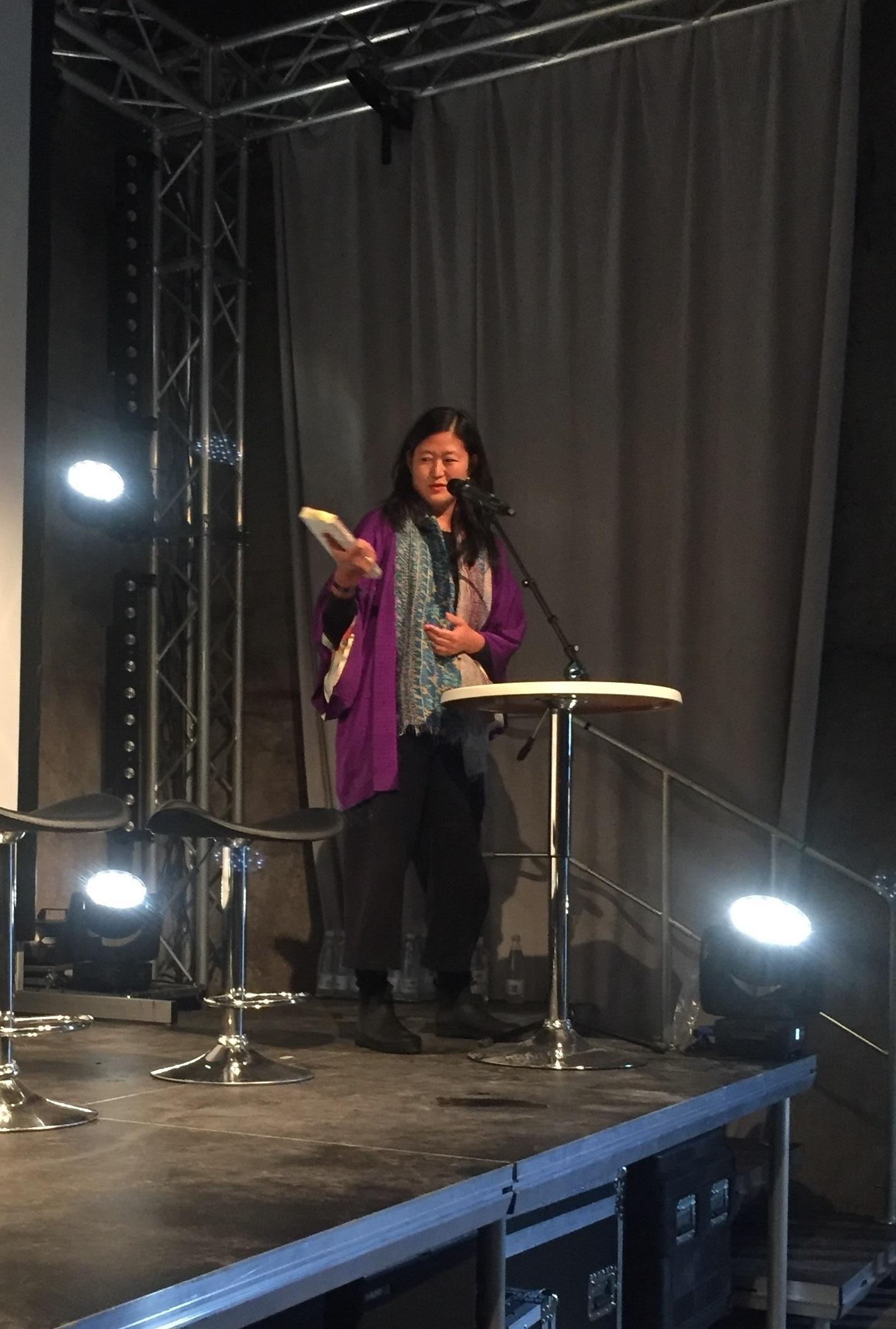 Eva Tind las upp úr skaldsøguni Ophav