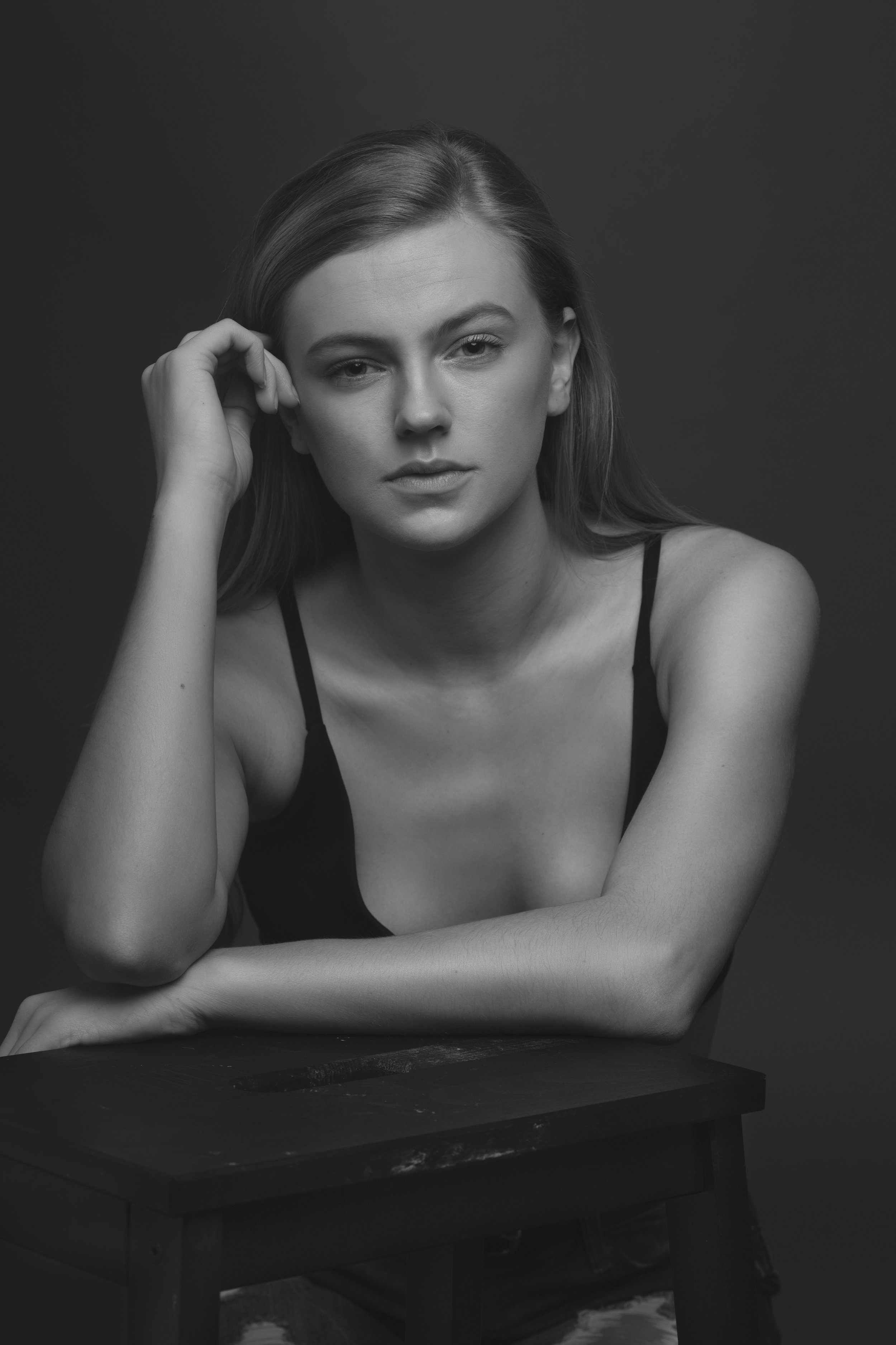 Beautiful soft and feminine portrait of Gabriella to get us started.