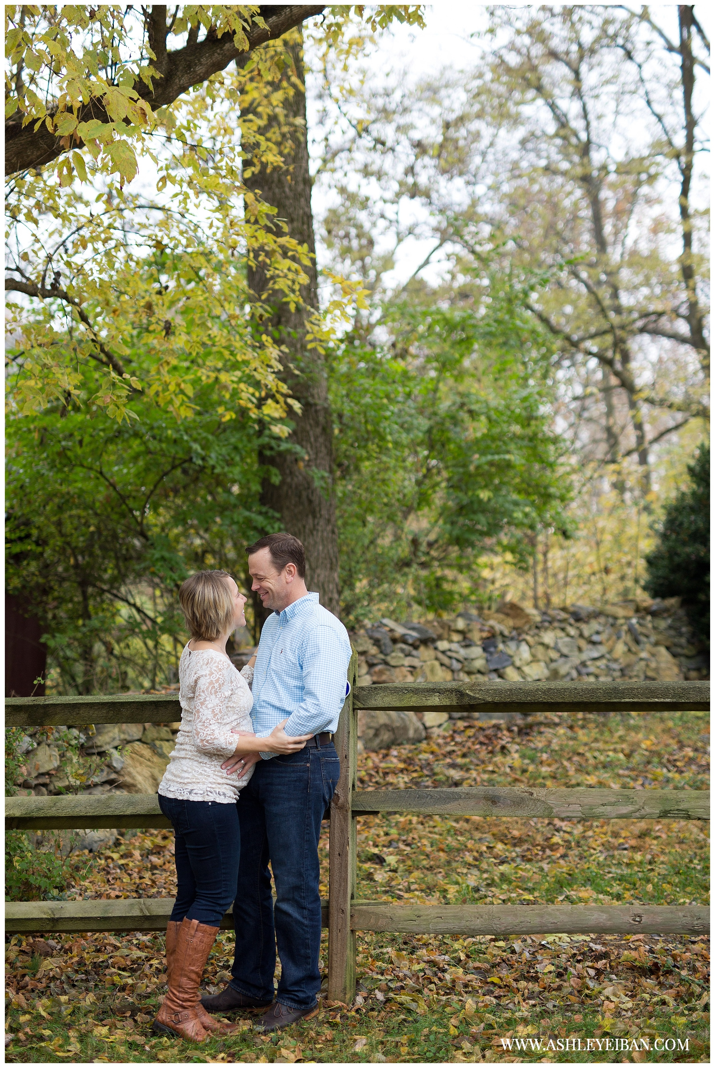 Winchester VA Wedding and Portrait Photographer || Lynchburg, VA Maternity Photographer || Fall Maternity Photos || Ashley Eiban Photography || www.ashleyeiban.com