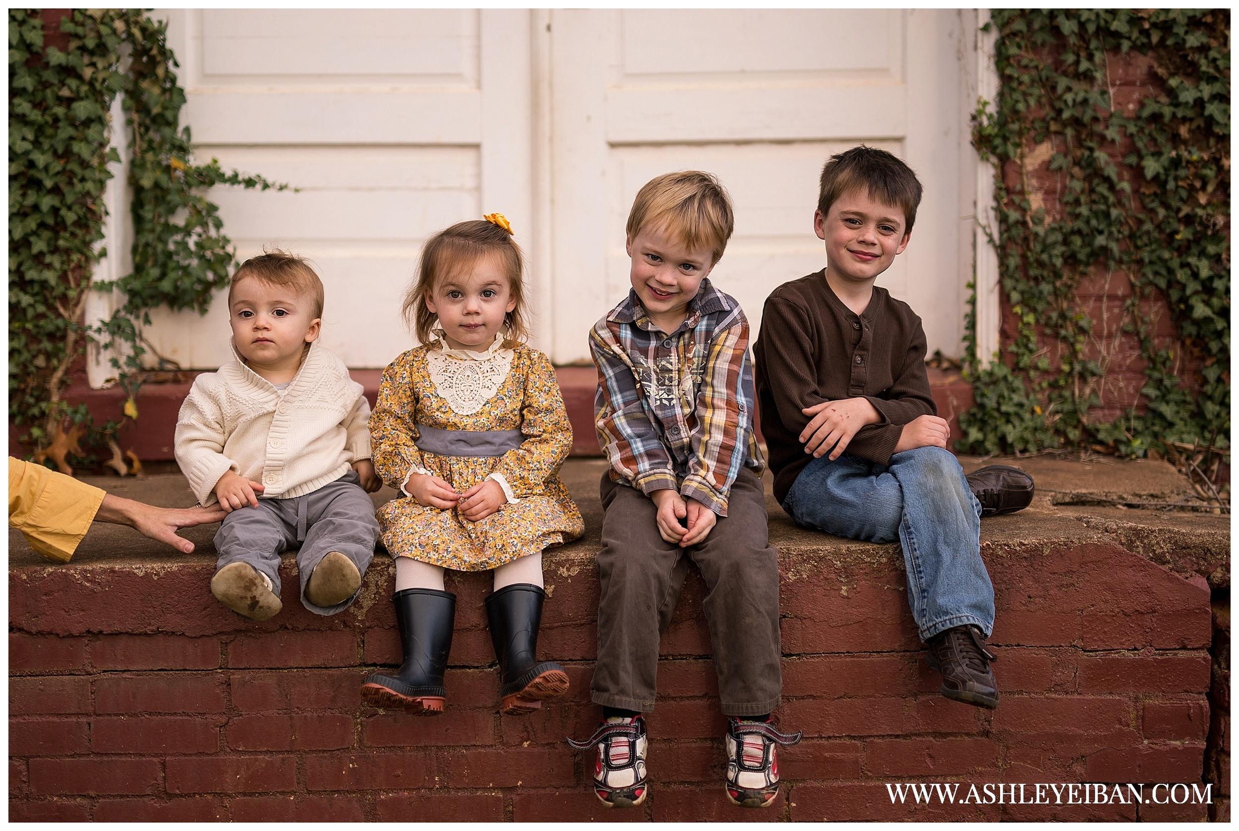 xLynchburg, Virginia Family Photographer || Central Virginia Wedding & Portrait Photographer  || Ashley Eiban Photography || www.ashleyeiban.com