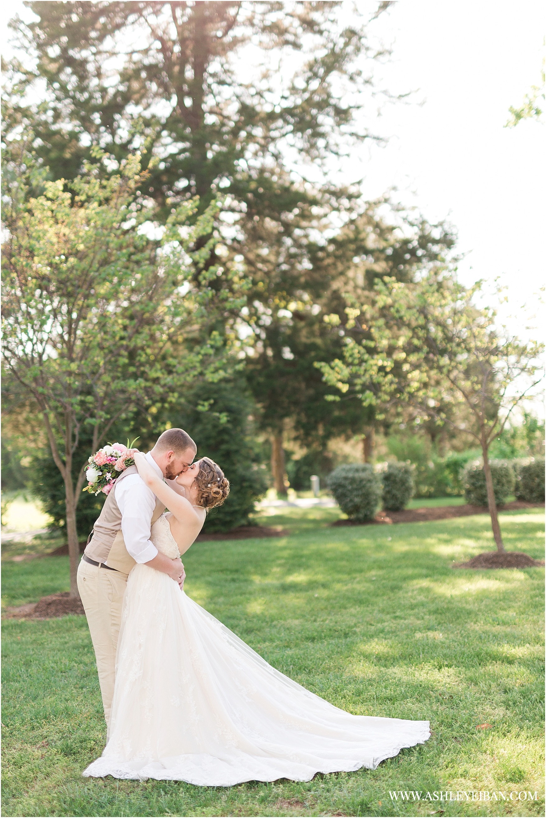 Wedding at The Trivium || Lynchburg Wedding Photographer || Central Virginia Wedding Photographer || Spring Wedding || Ashley Eiban Photography || www.ashleyeiban.com