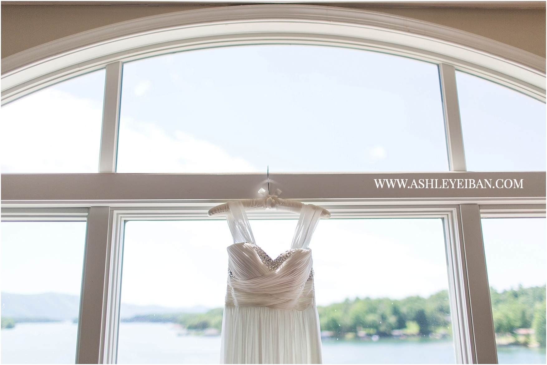 Smith Mountain Lake Wedding || Elopement Photographer || Lynchburg Wedding Photographer || Ashley Eiban Photography || www.ashleyeiban.com