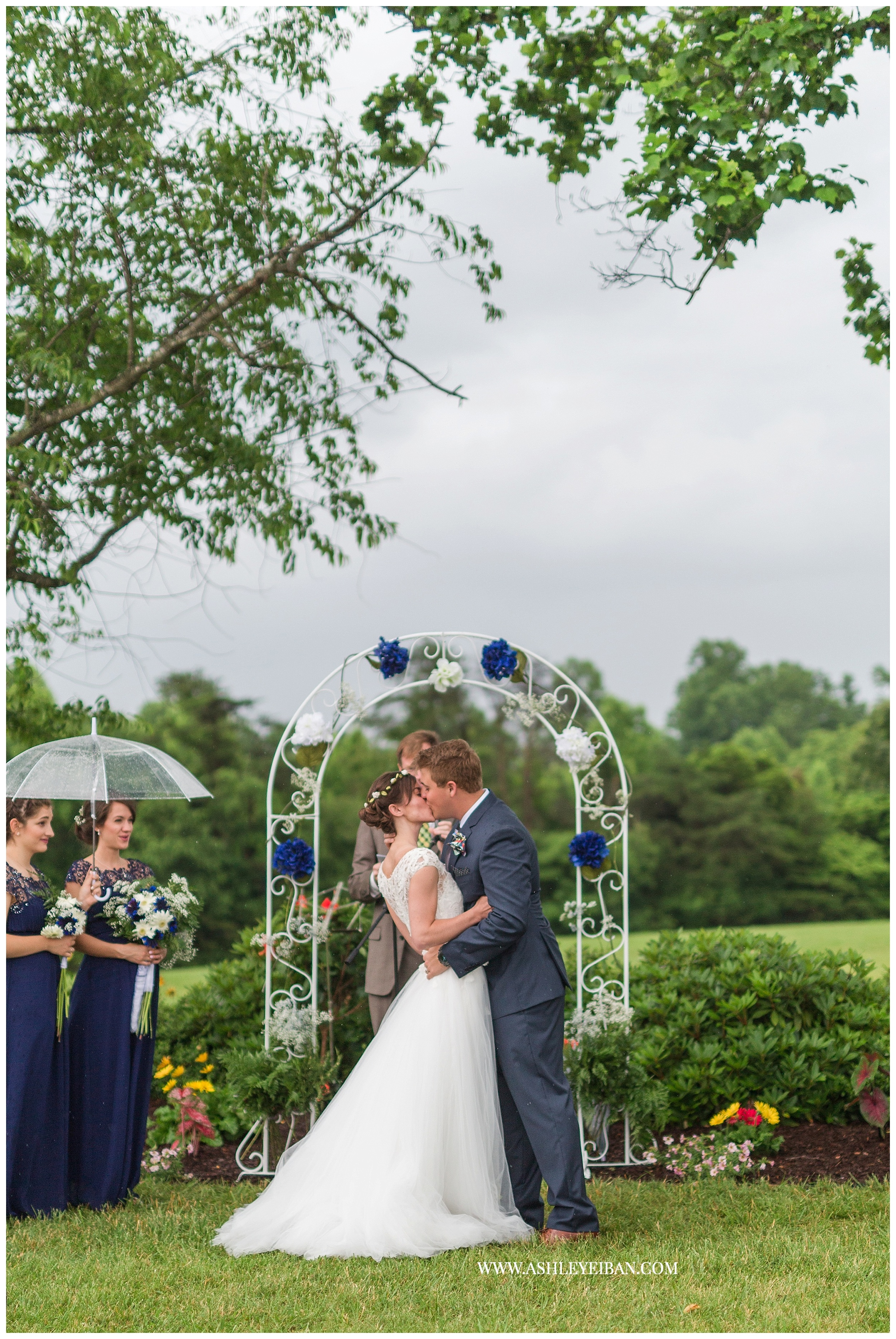 Lynchburg Wedding Photographer || Backyard Virginia Wedding || Ashley Eiban Photography || www.ashleyeiban.com