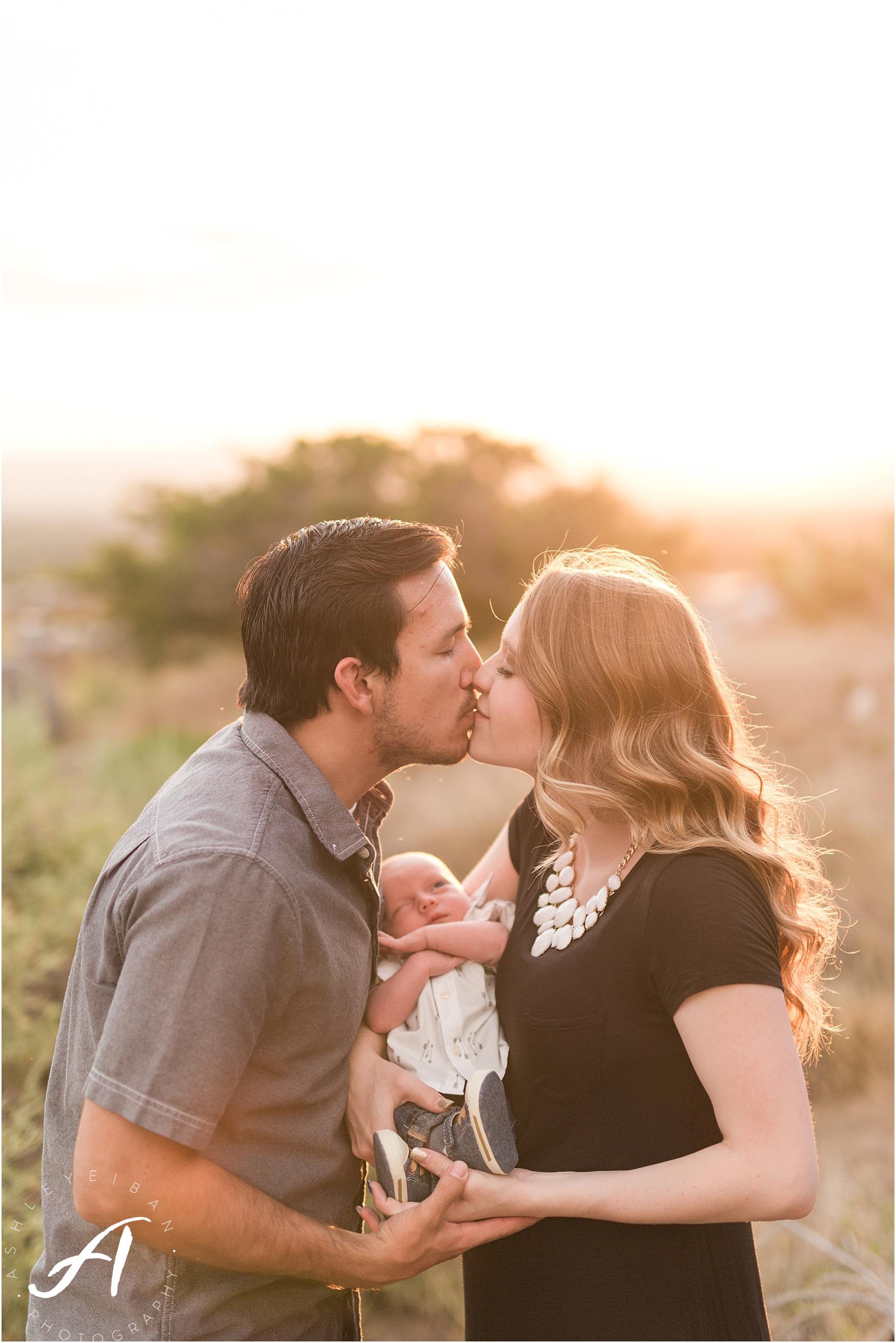 New Mexico Newborn Family Session || Ashley Eiban Photography || www.ashleyeiban.com