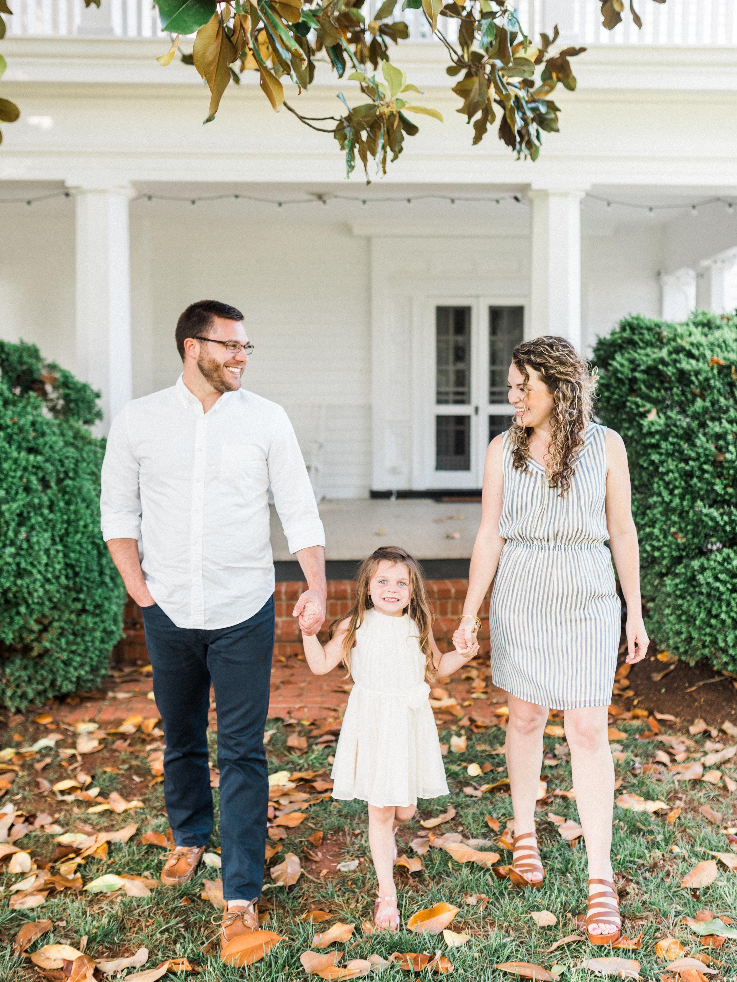 Charlottesville VA Wedding Photographer    Lynchburg Wedding Photographer    www.asheyeiban.com    Ashley Eiban Photography