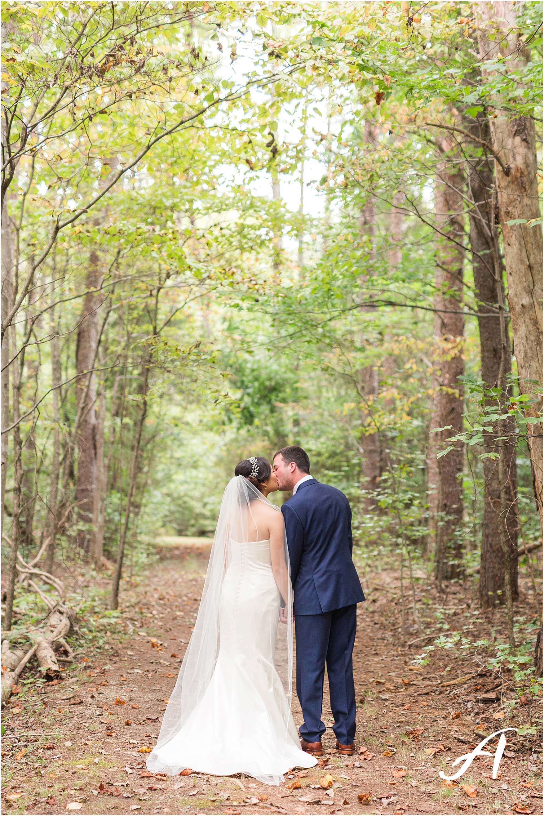 Charlottesville Wedding Photographer || Backyard Wedding in Central Virginia || Ashley Eiban Photography || www.ashleyeiban.com