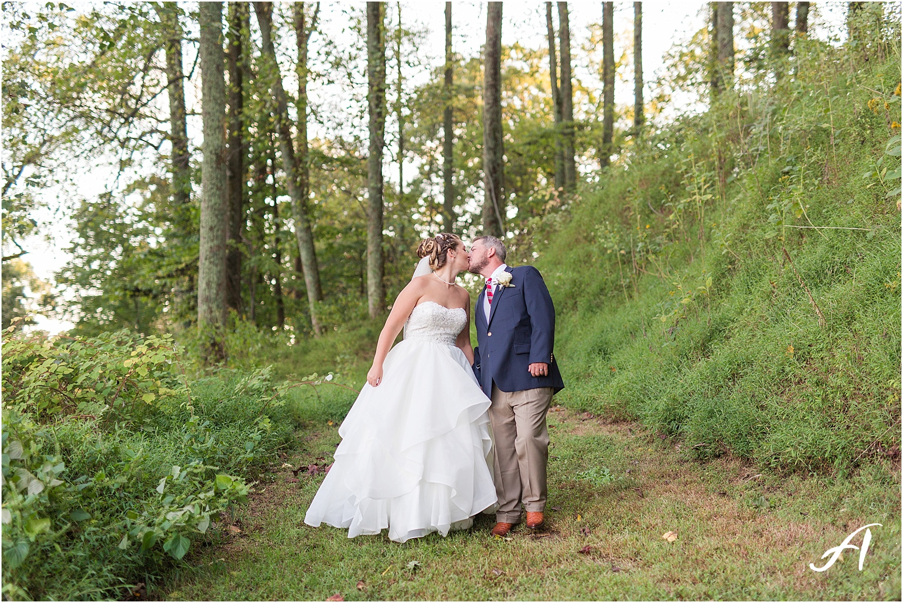 Fall Backyard Wedding in Lynchburg, Virginia || Central Virginia Wedding Photographer || Ashley Eiban Photography || www.ashleyeiban.com