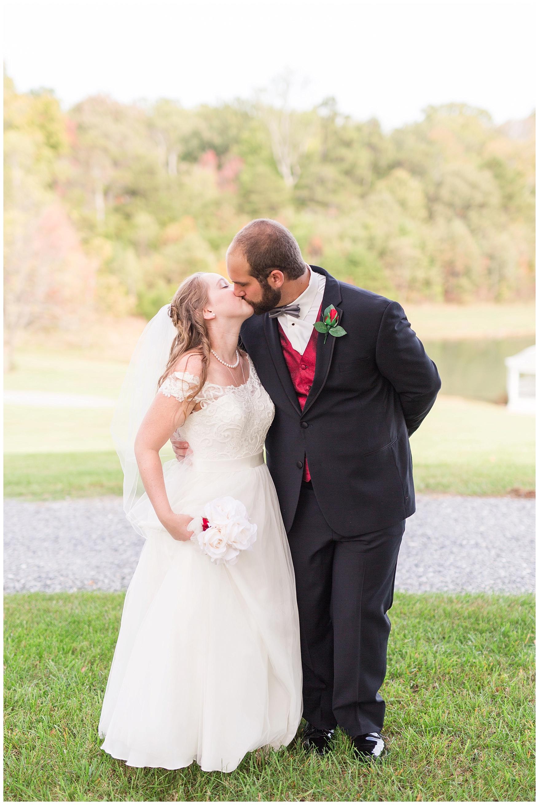 Lynchburg and Charlottesville Wedding Photographer || Trivium Estate Wedding || www.ashleyeiban.com