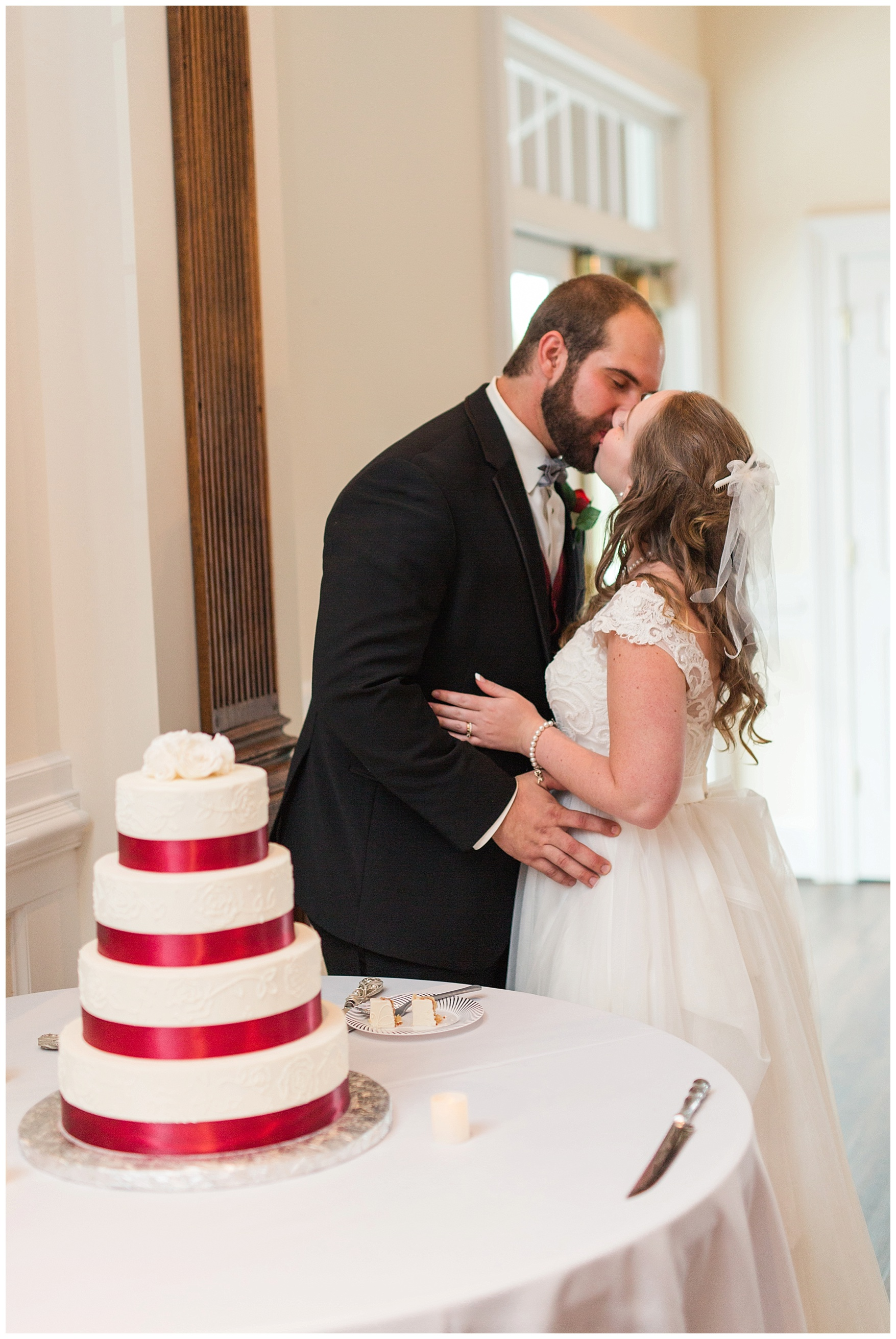 Lynchburg and Charlottesville Wedding Photographer || Trivium Estate Wedding || www.ashleyeiban.com