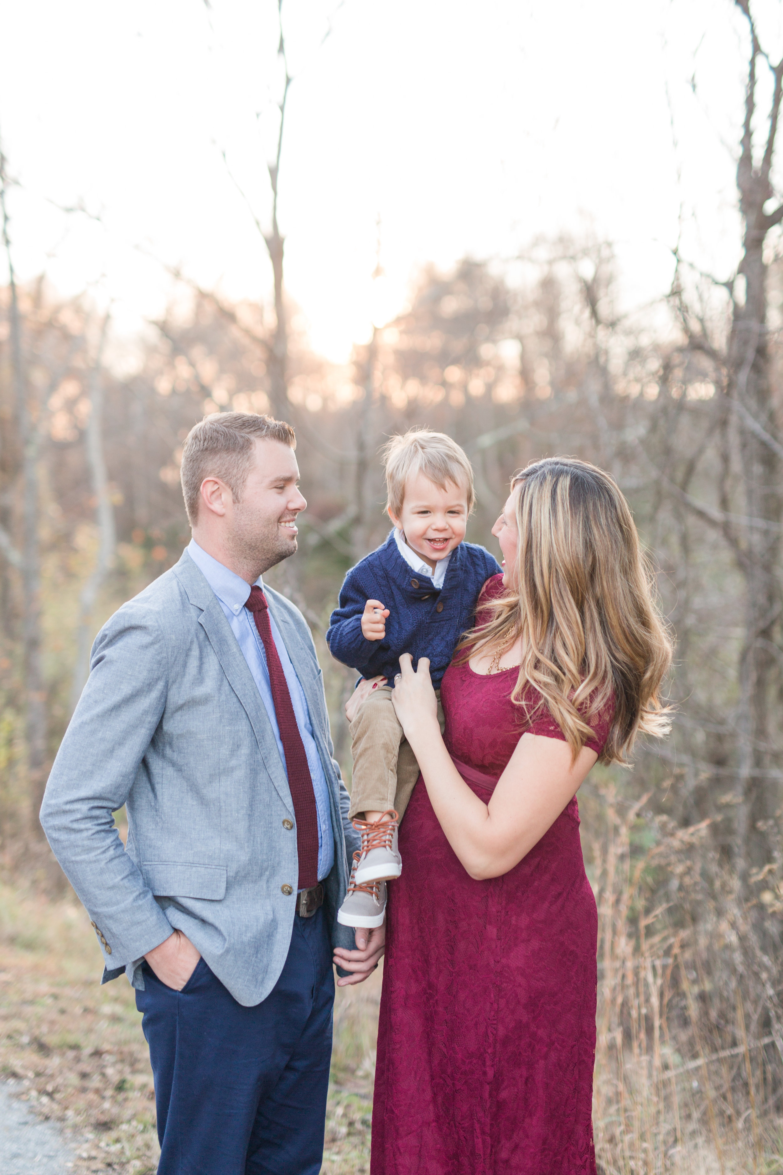 Lynchburg, Virginia Family and Maternity Photographer || Fall Maternity Session || Lynchburg and Charlottesville Wedding and Portrait Photographer || www.ashleyeiban.com