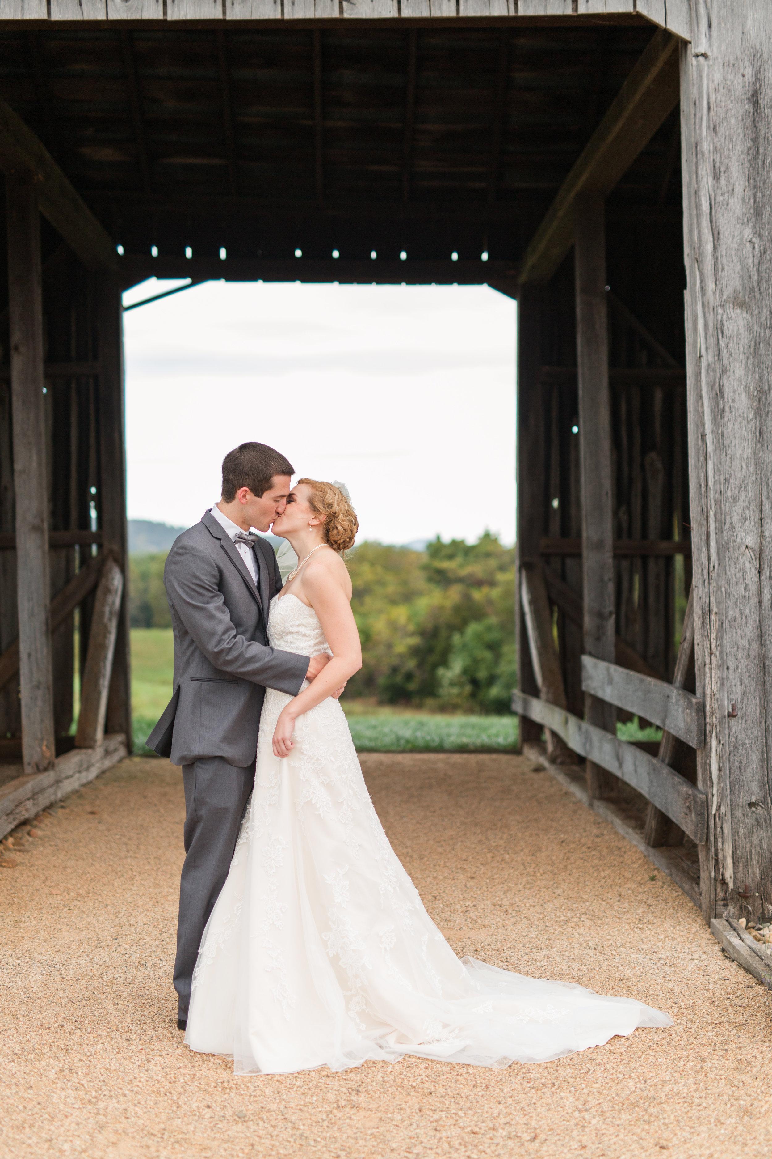 Lynchburg Virginia Wedding Photographer || Central Virginia Wedding Photos || Ashley Eiban Photography || www.ashleyeiban.com || Early Mountain Vineyard Wedding