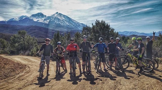 No bad days at Backbone. The media team at the top of Prince Creek with Mount Sopris in the background. 📷: @corboneclement #backbonemedia #mountainbiking #colorado #mountainlife #bikeride #geartest