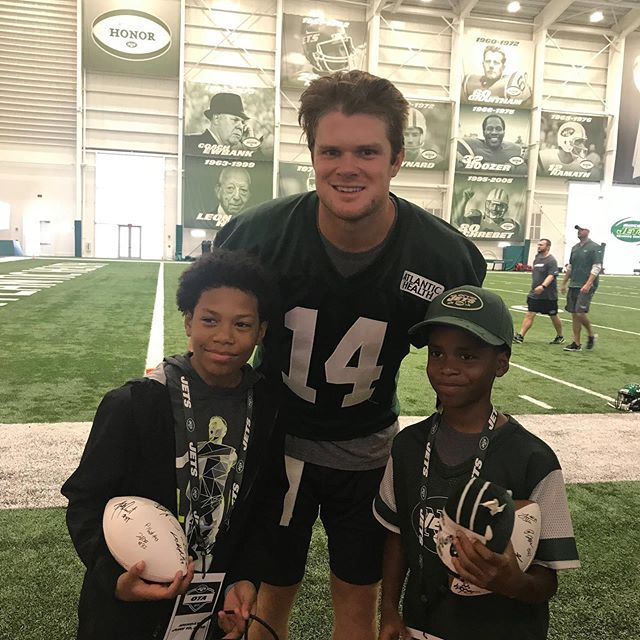 A huge thank you to the @nyjets for hosting our students today at their training facility! Students got to watch practice and mingle with players including quarterback @samdarnold. And they walked away with a signed football! #btny #jets #socialjusticeinitiative