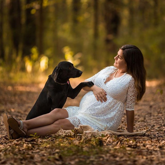 Kate's maternity session is one of my favorites! Her dog Angel lives up to her name.⠀ ⠀ #maternityphotos #petphotography #blacklab #louisiana #louisianaphotographer #bigsister