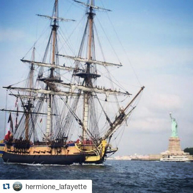 Freedom's Frigate passed by Lady Liberty on her way to #NYC! See her on 07/02 & 07/03 at @seaportmuseum. @hermione_lafayette ・・・ La frégate #Hermione devant la #libertystatue! #hermionevoyage #hermione2015 #newyork #manhattan #sailing #history