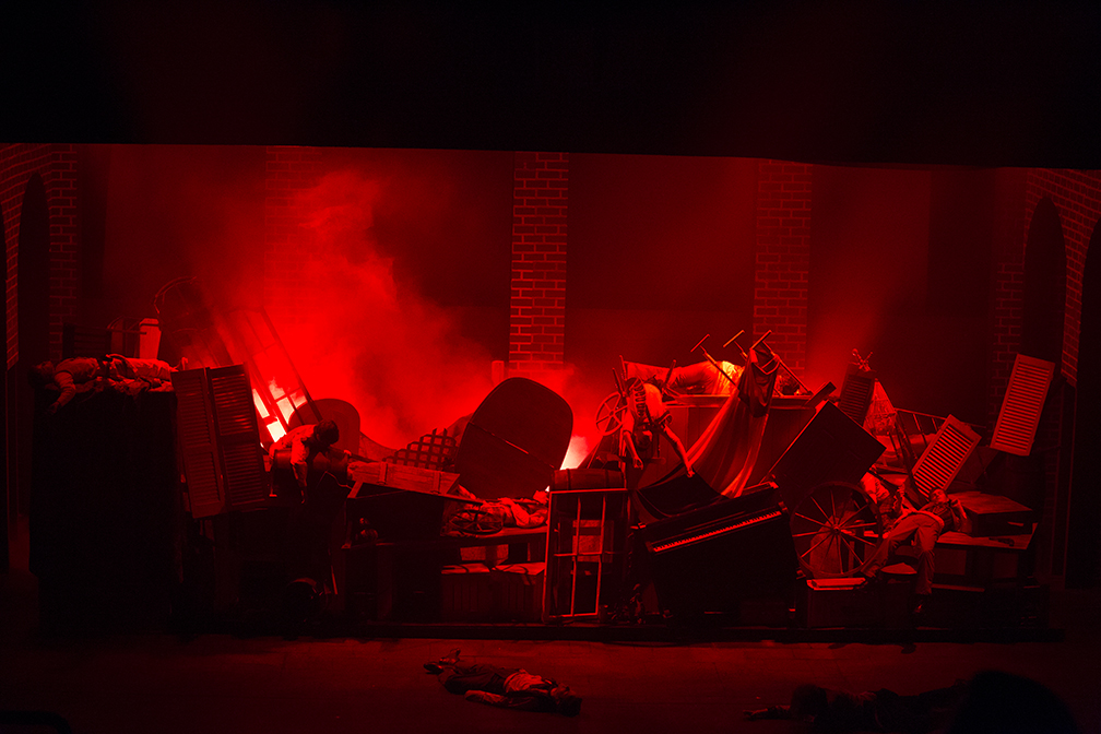 Les Misérables Student Edition - Scenic and Lighting Design