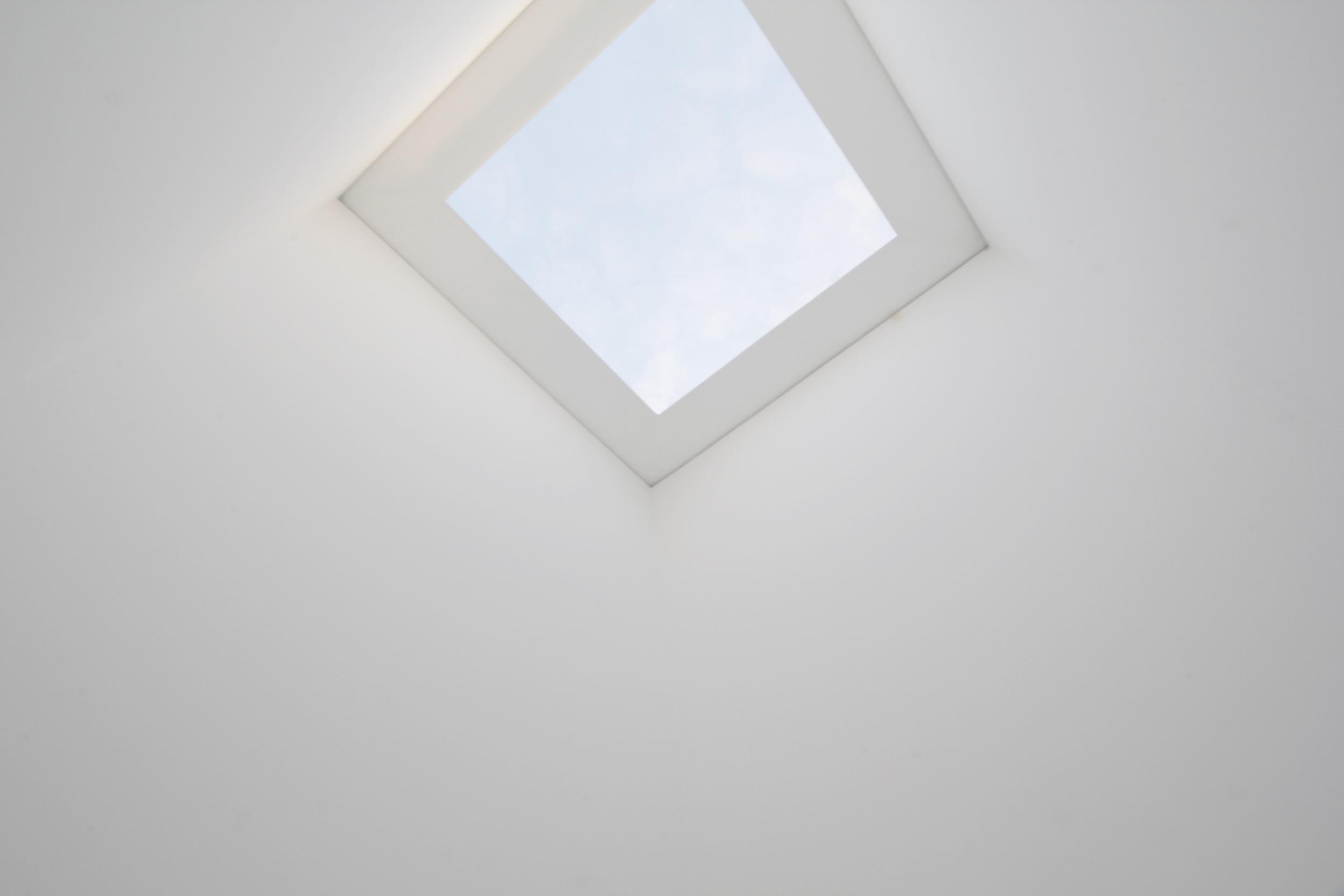 Sky Space I Varese, 1976.  James Turrell ; Overhead Portal Cut.