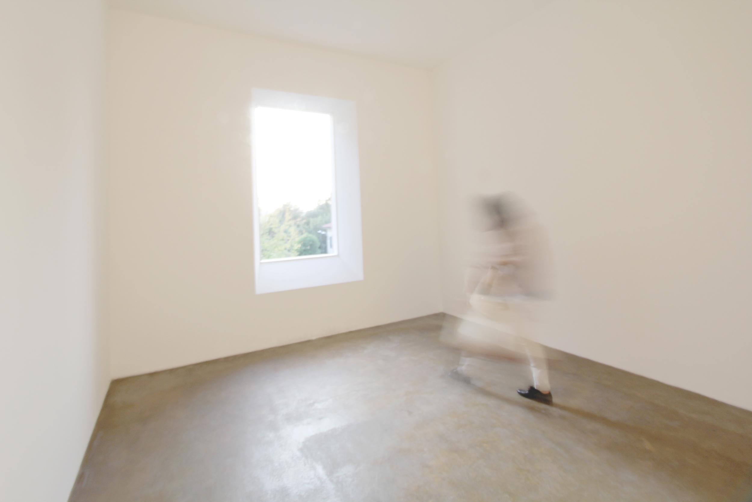 Varese Window Room.  Robert Irwin ; Vertical Portal Cut to Outside Park.