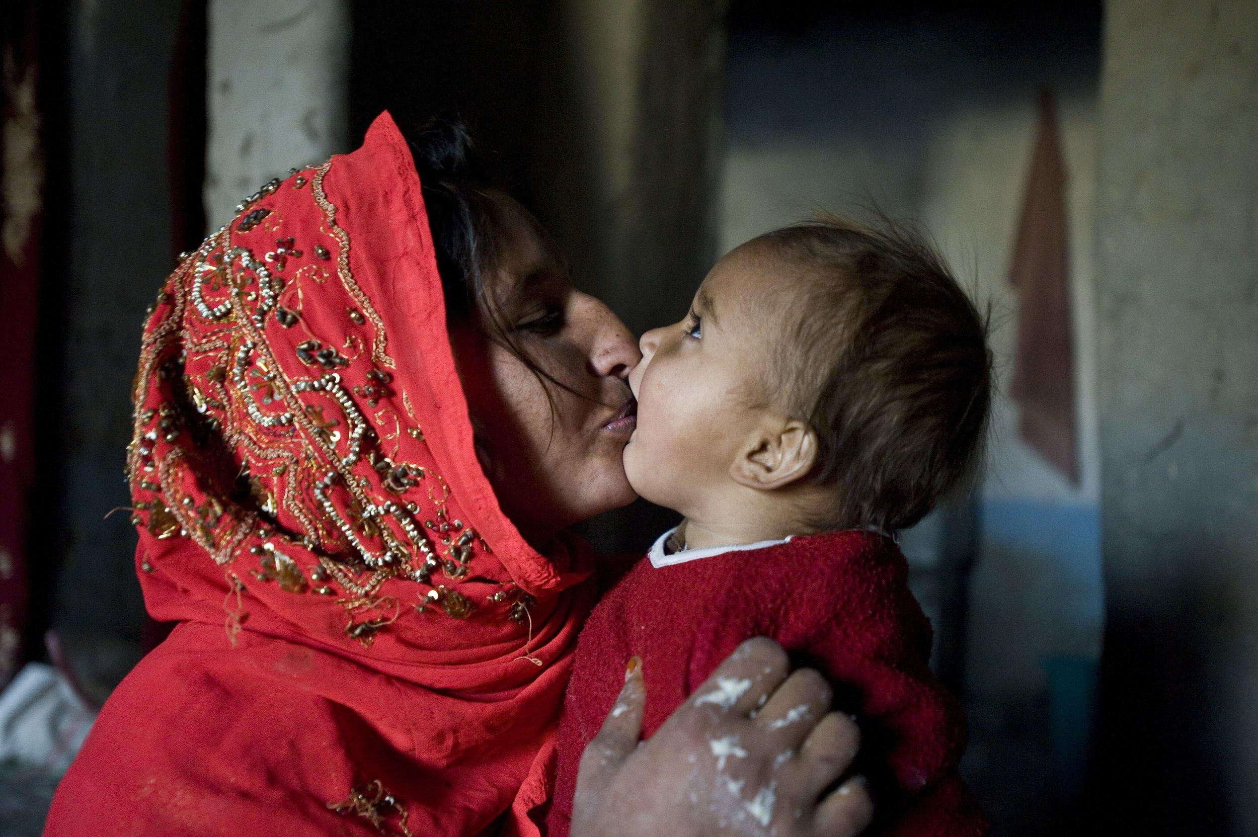 afghan mother child 2.jpg