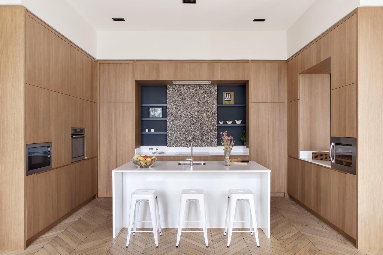 paris-apartment-wood-kitchen-parquet-floor-white-island-1.jpg