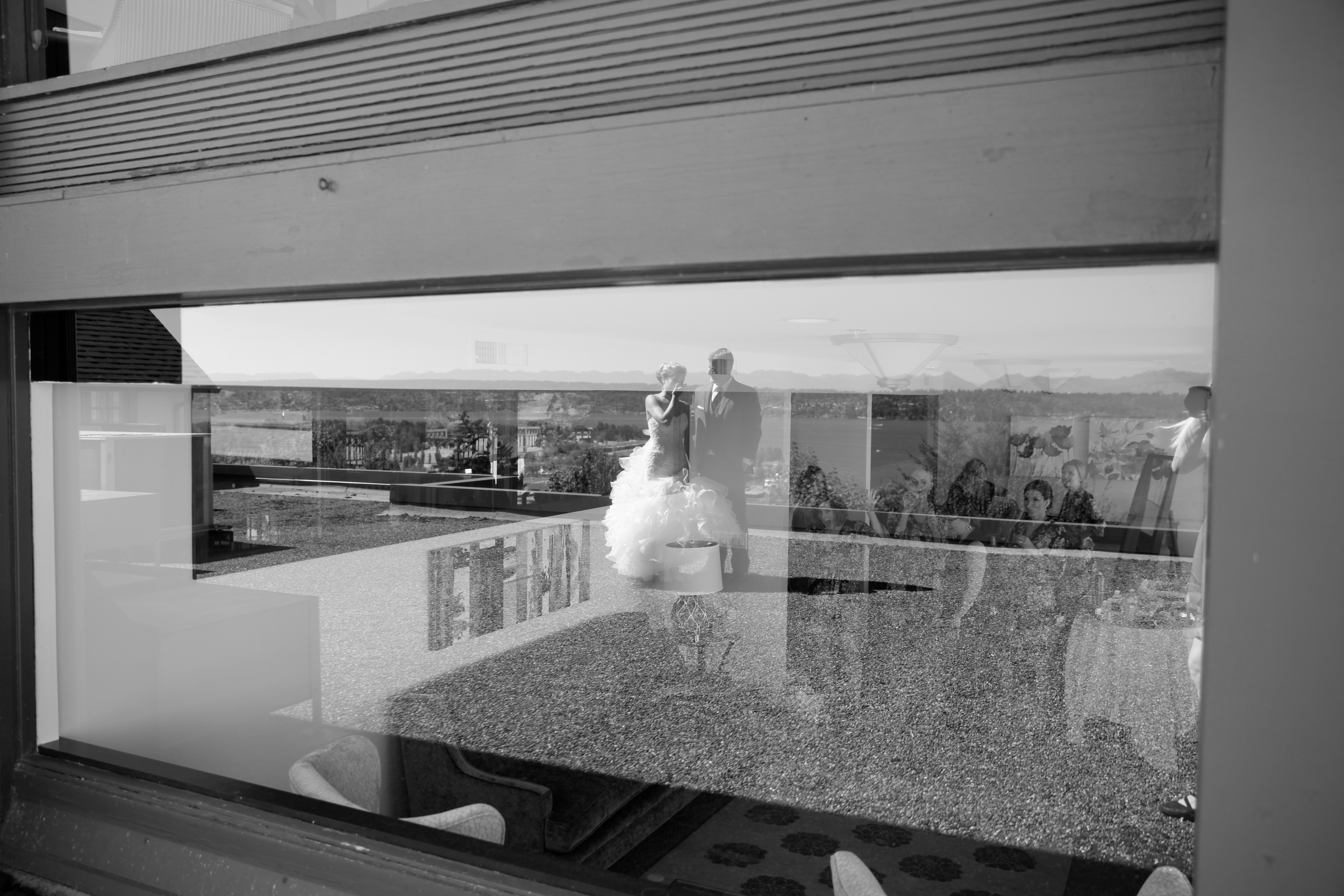 seattle wedding photographer sand point sandpoint country club golf course magnuson park engagement bride groom pictures reflection in window