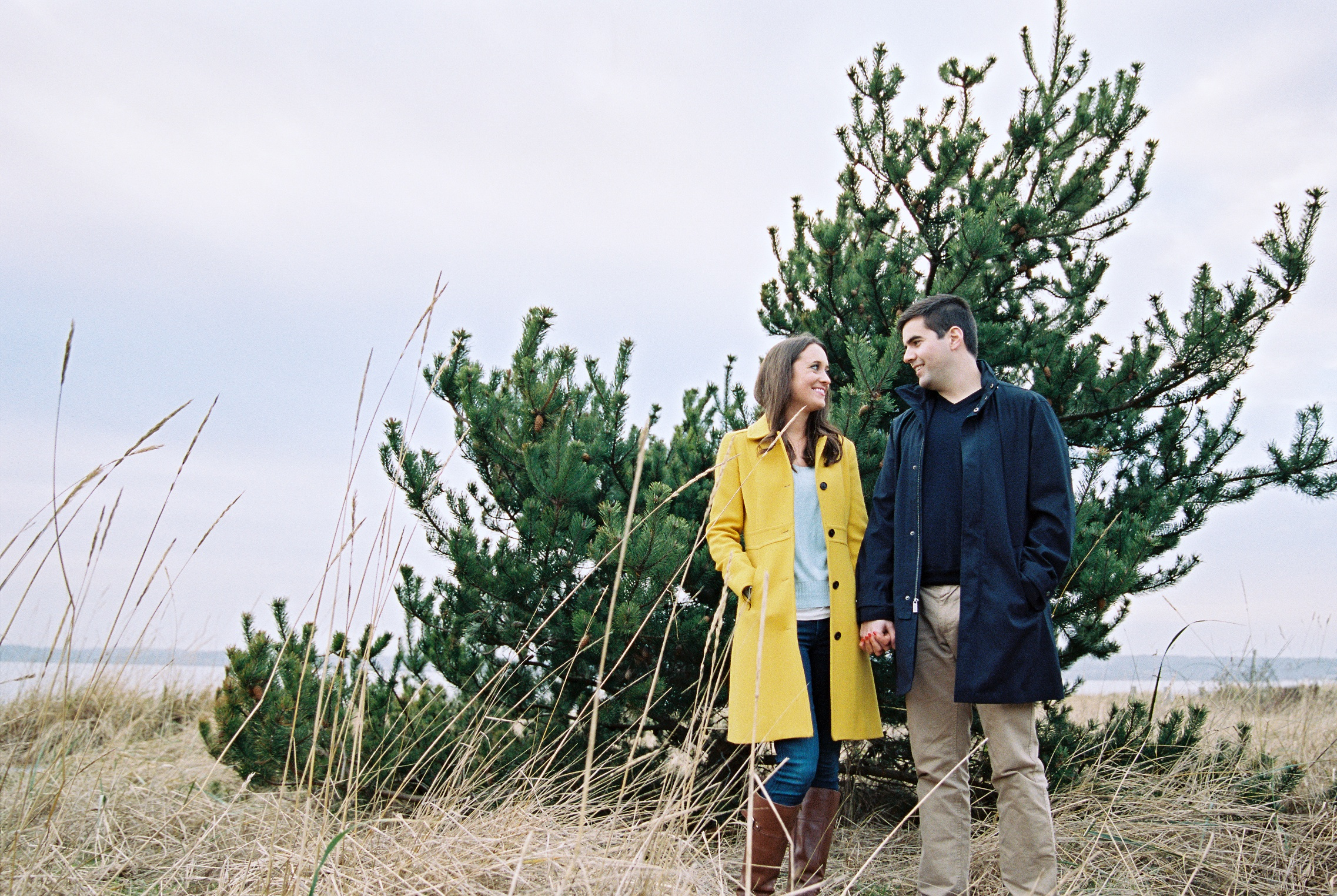 seattle engagement wedding photographer discovery park