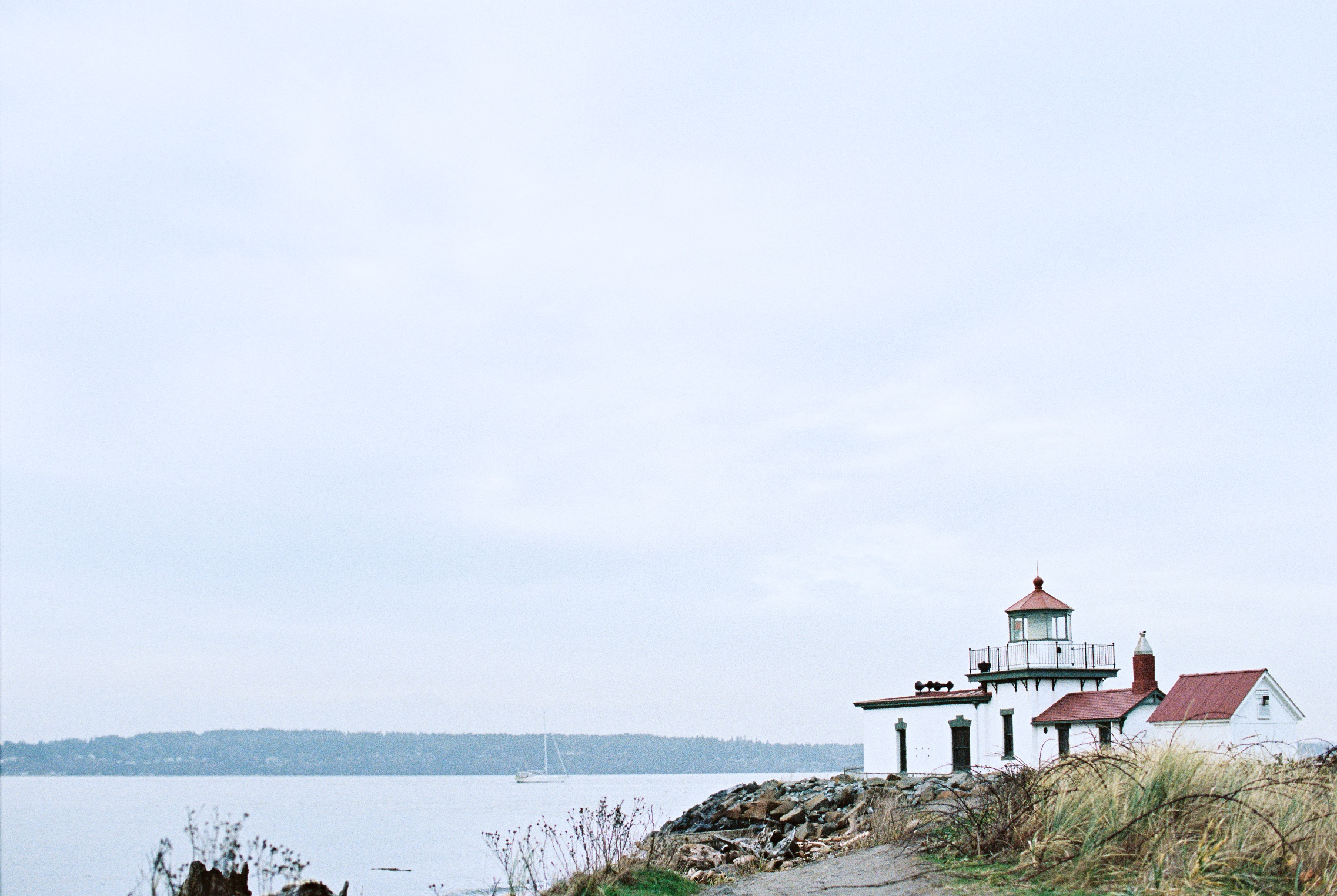 seattle engagement wedding photographer discovery park seattle film photographer pudget sound light house lighthouse