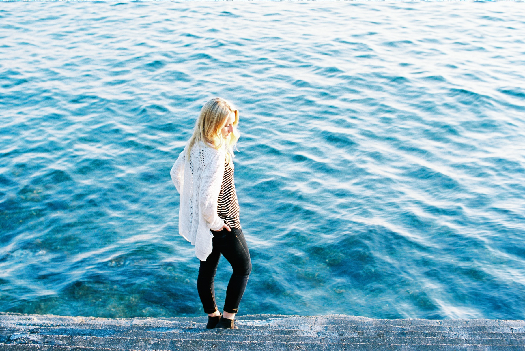 seattle film photographer senior pictures photos alki beach west seattle ocean ektar 100 canon