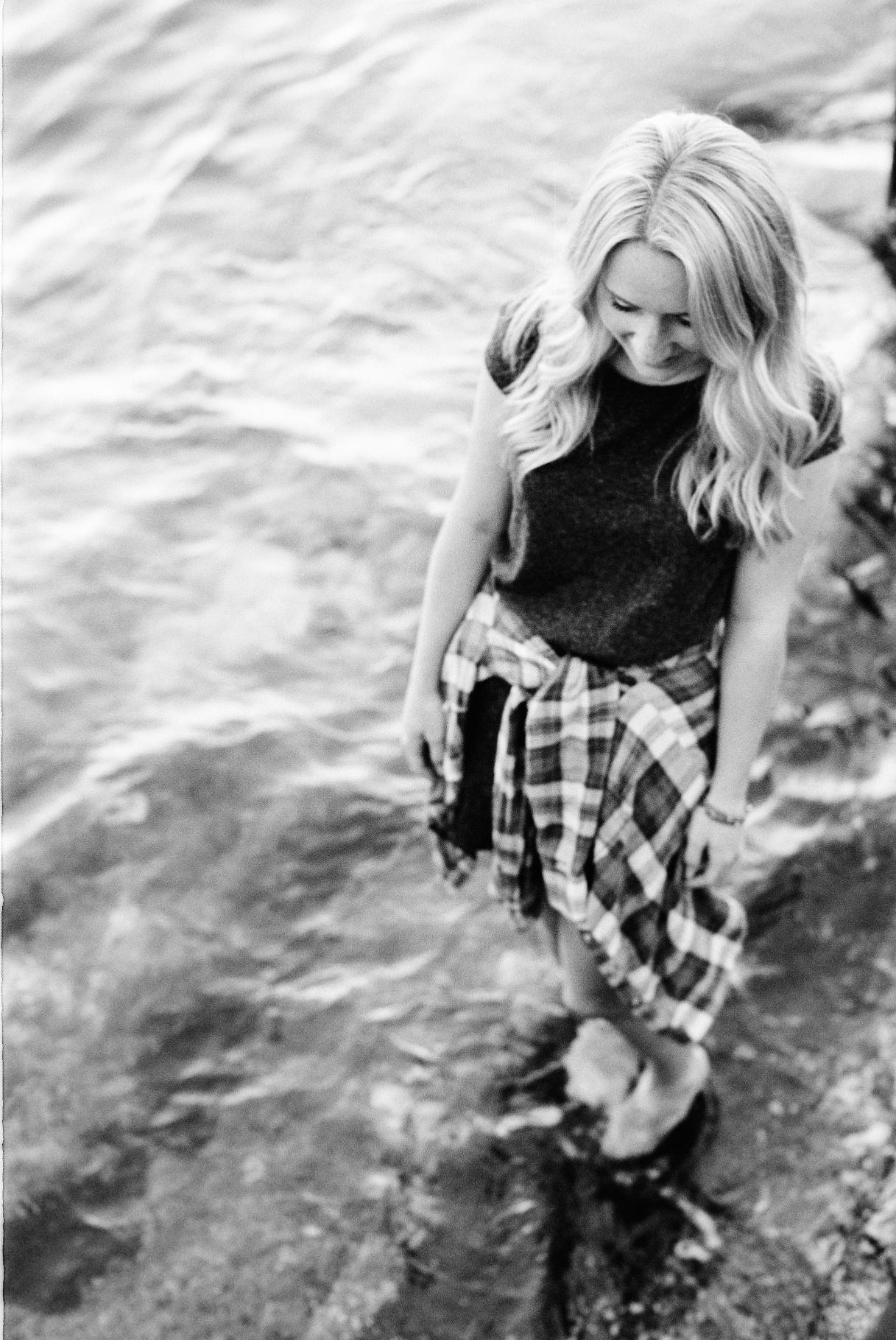seattle film photographer senior pictures photos alki beach west seattle ocean black and white film canon