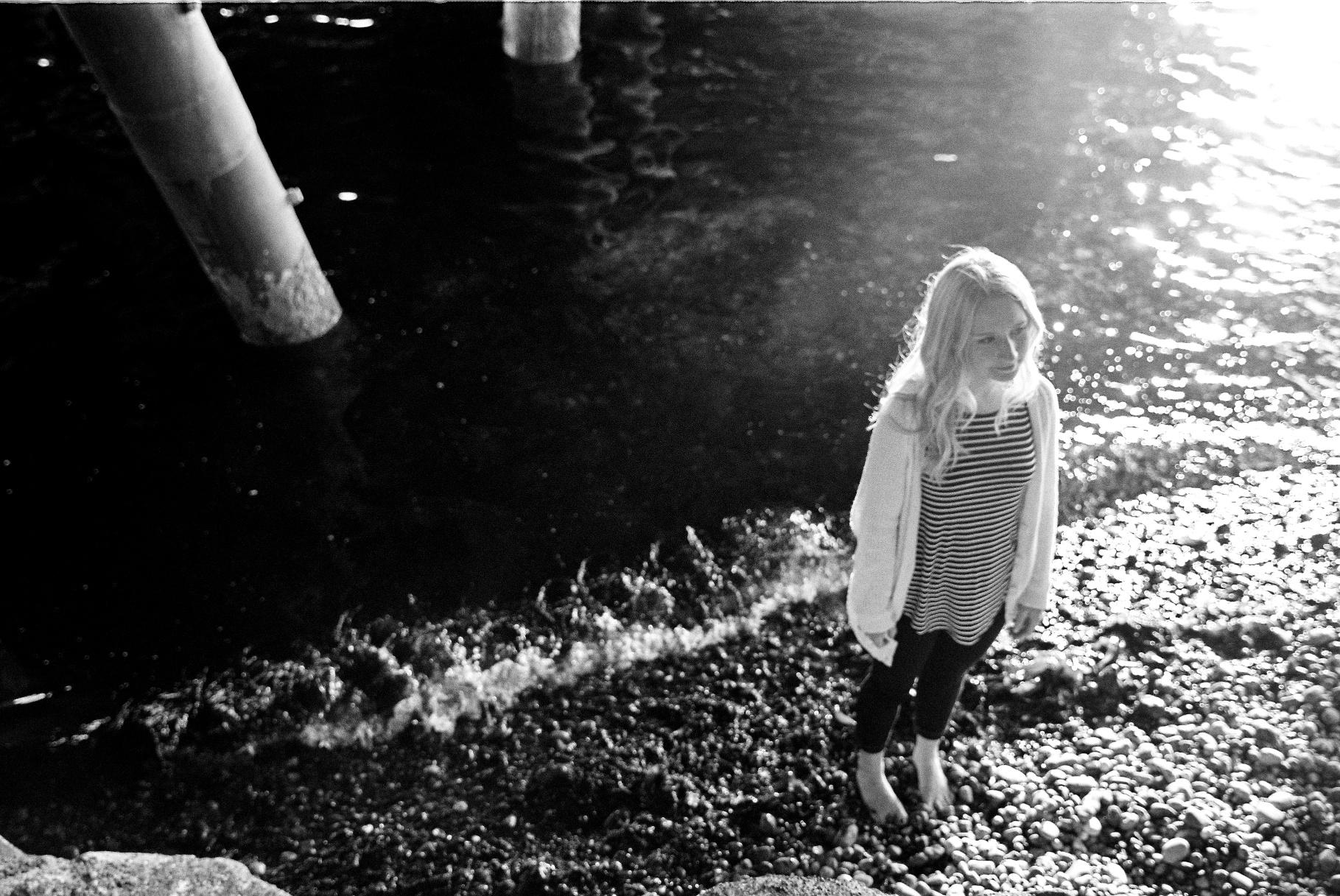seattle film photographer senior pictures photos alki beach west seattle ocean canon kodak black and white 400 film