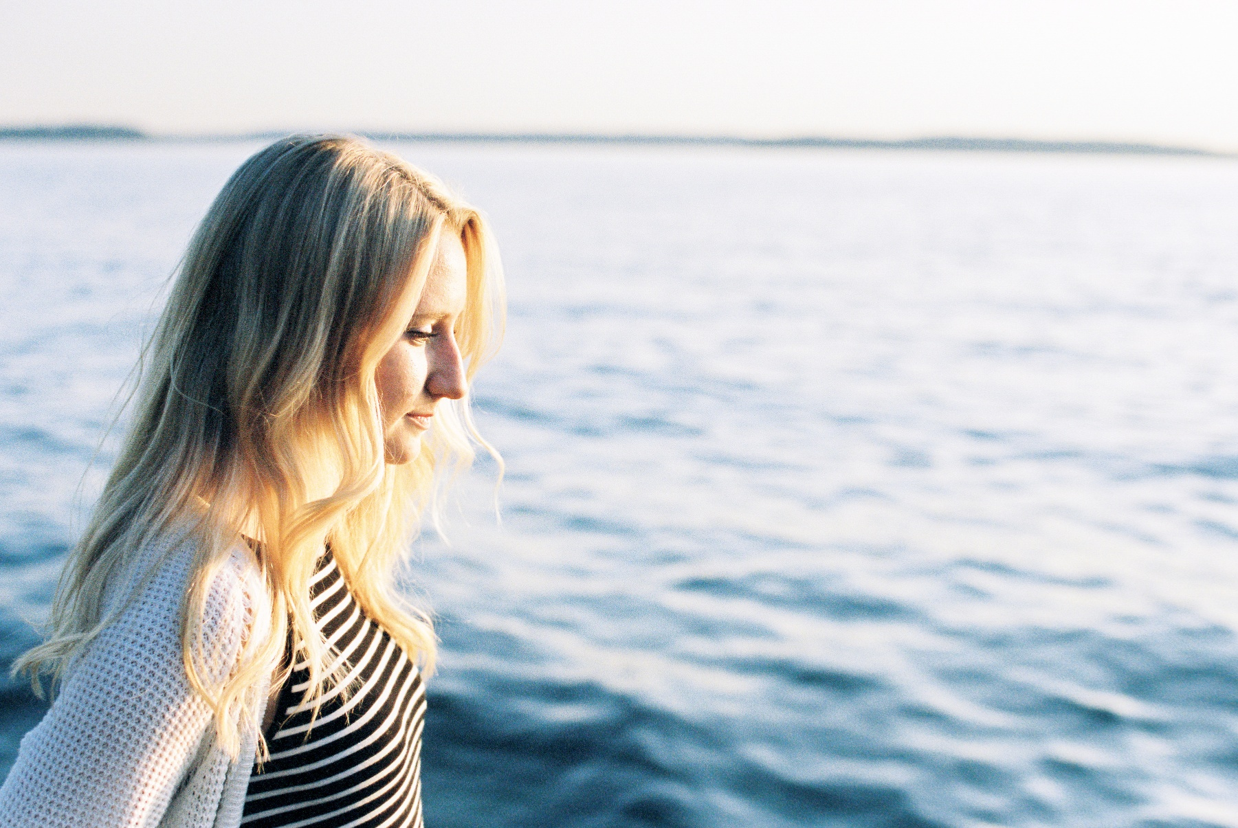 seattle film photographer senior pictures photos alki beach west seattle ocean canon kodak portra 400 film