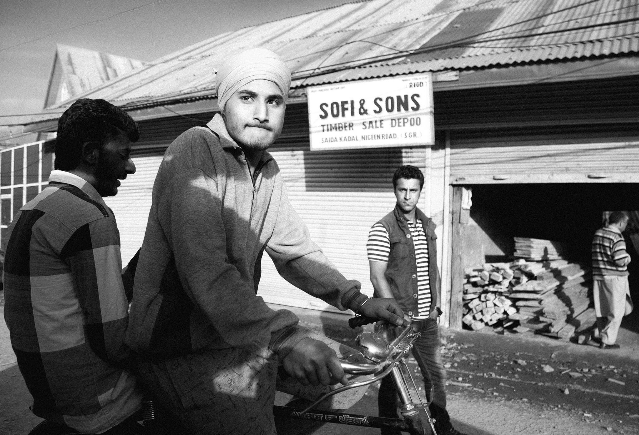 Deux hommes sur une bicyclette à Srinagar dans la province du Jammu-et-Cachemire. L'Inde compte la plus grande minorité musulmane au monde.