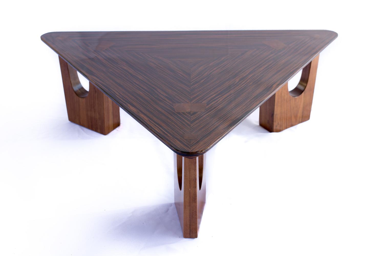mesa-lucio-triangular-1