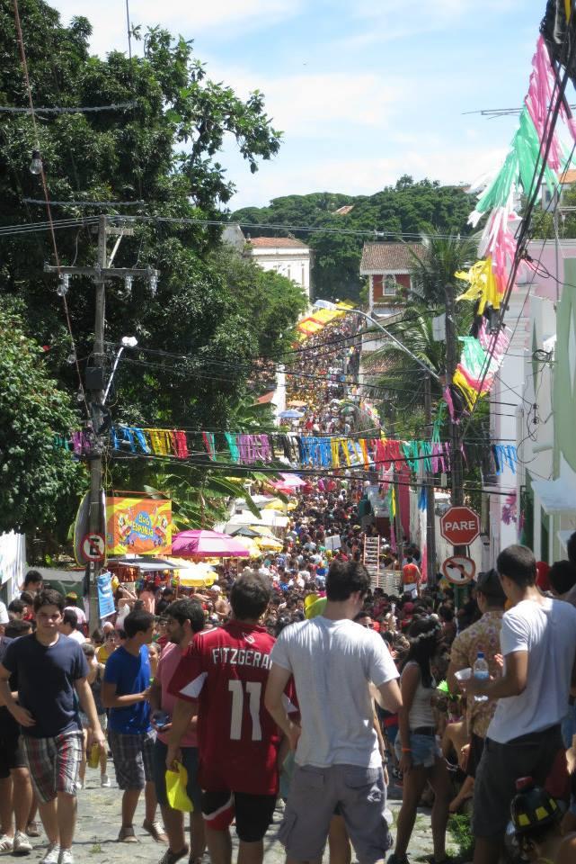 Una Calle en Olinda durante el Carnaval. Foto: Phatyma Songolo