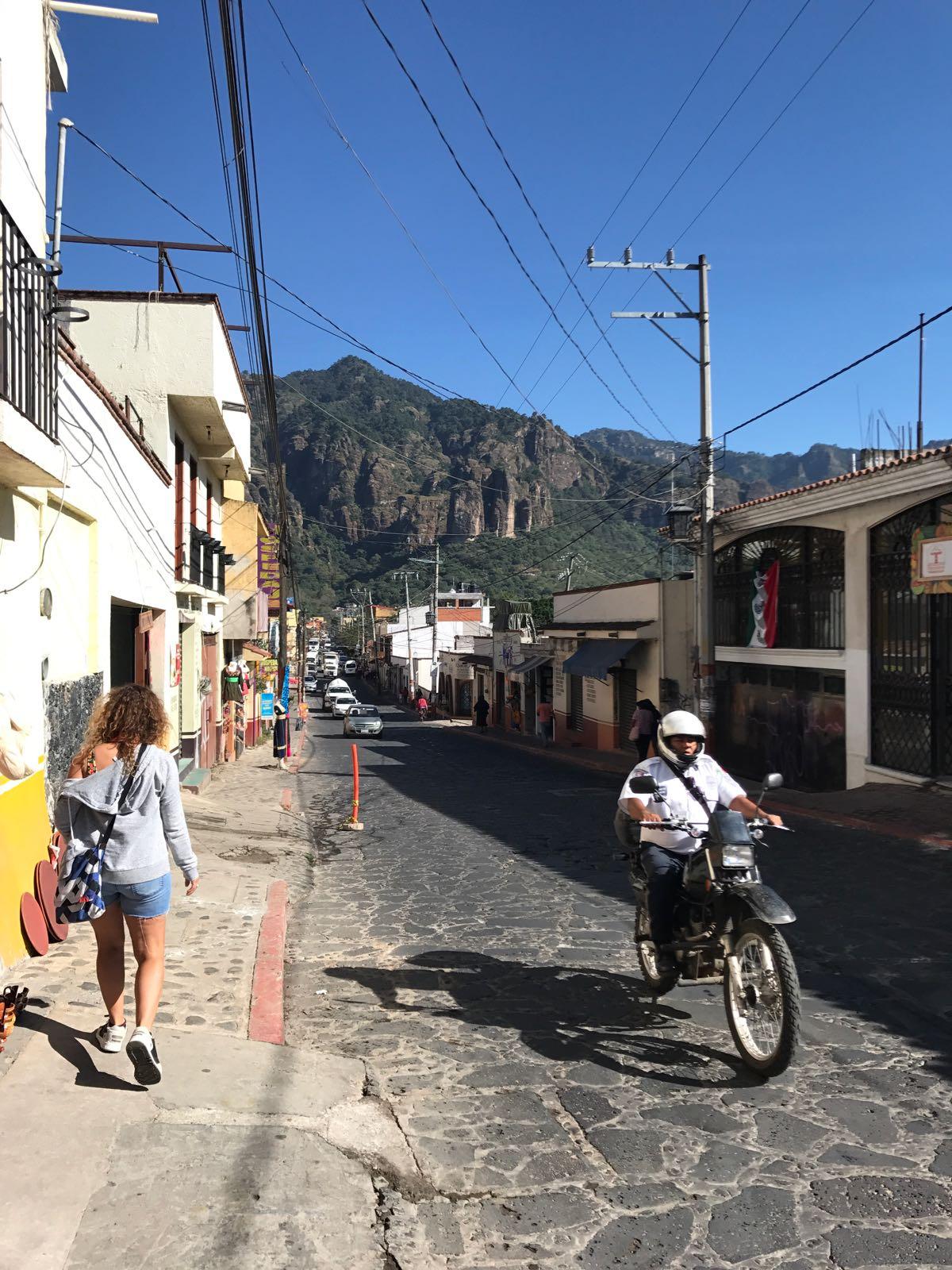 Principal Avenida, Tepoztlán.