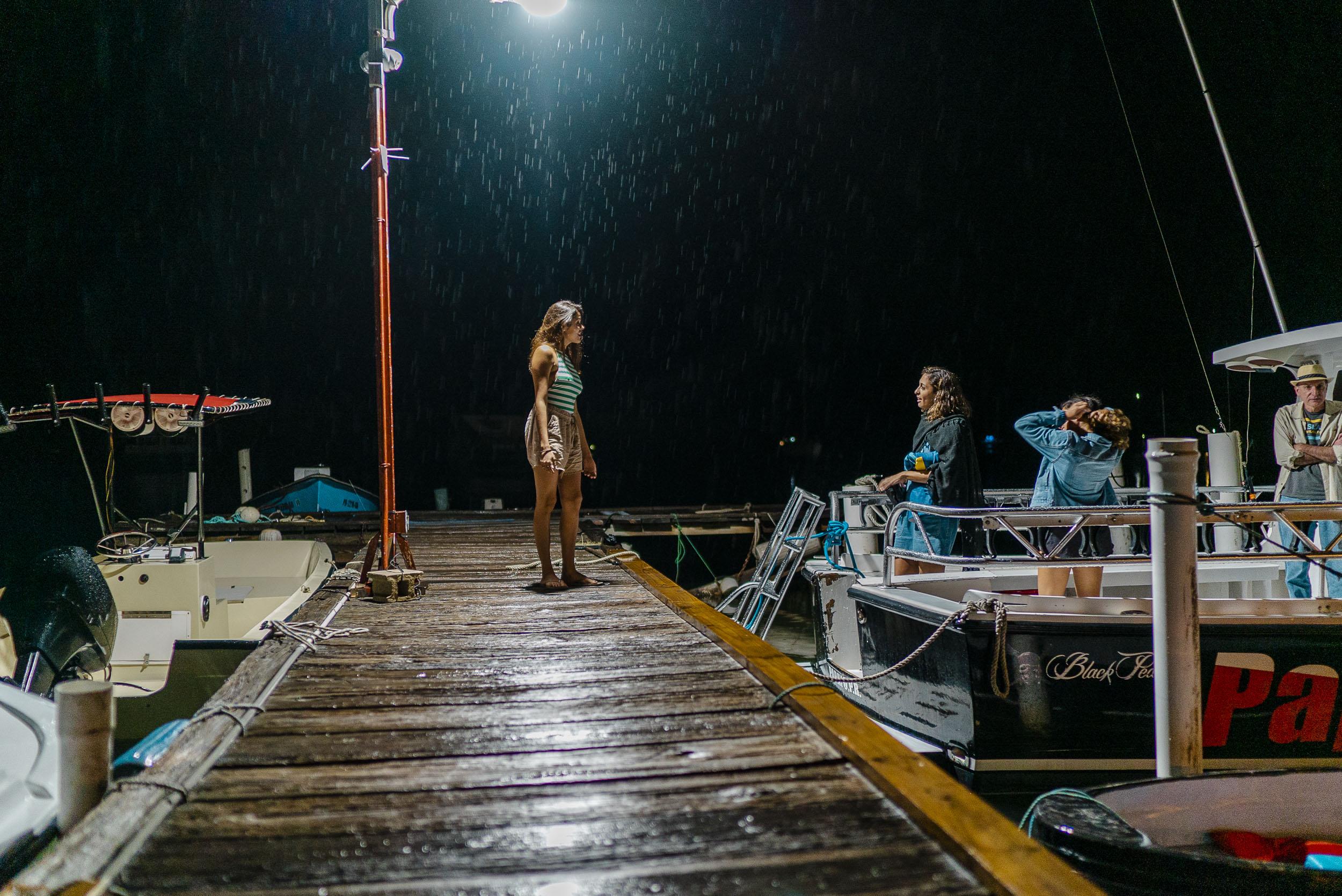 Bajo la llovizna, saliendo a la bahía bioluminiscente en la Parguera. f. Raymesh Cintrón.