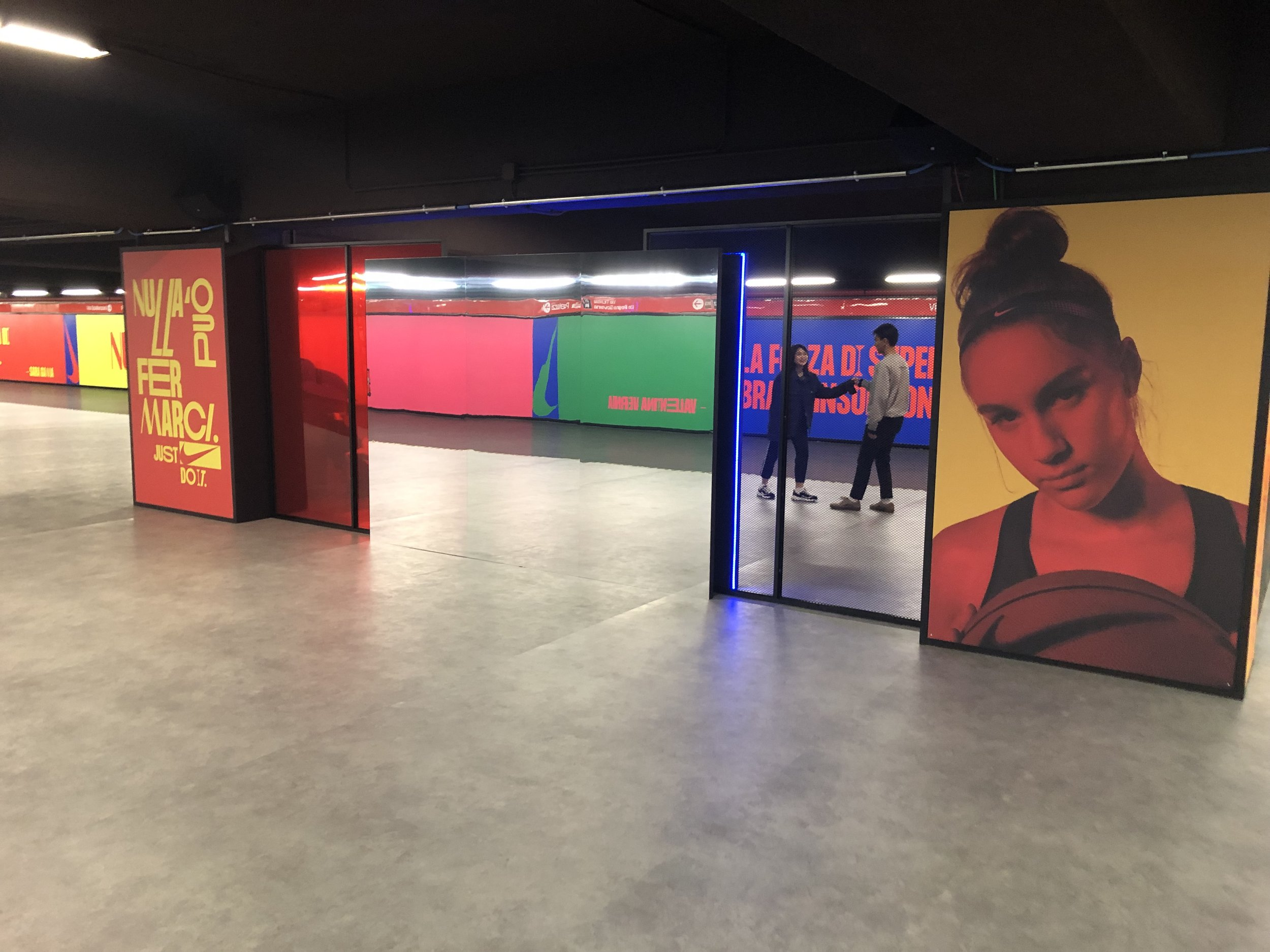 Decorazione Allestimento Notturno metro Milano Porta Venezia