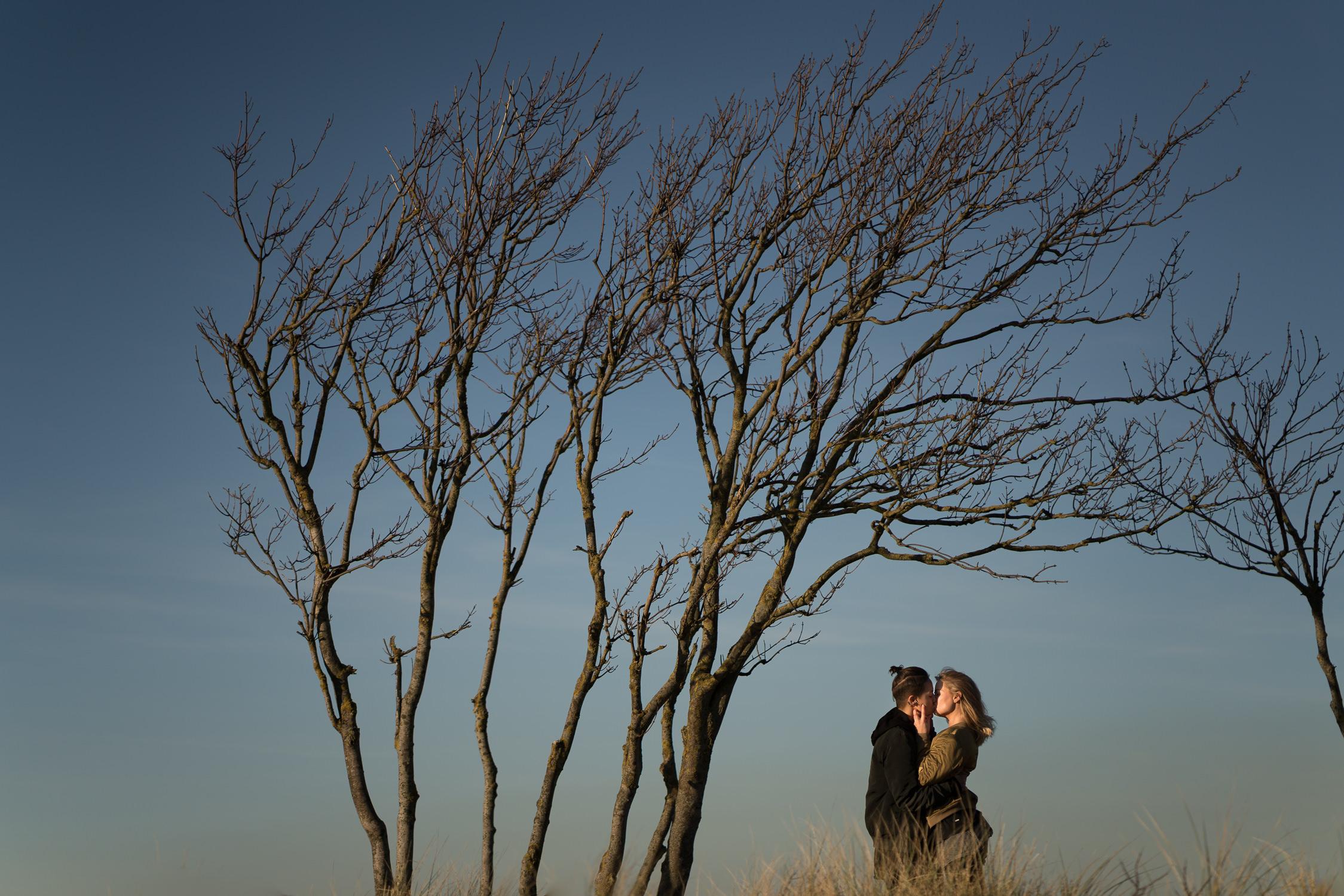 beautiful loveshoot in amsterdam by mark hadden bruidfotograaf