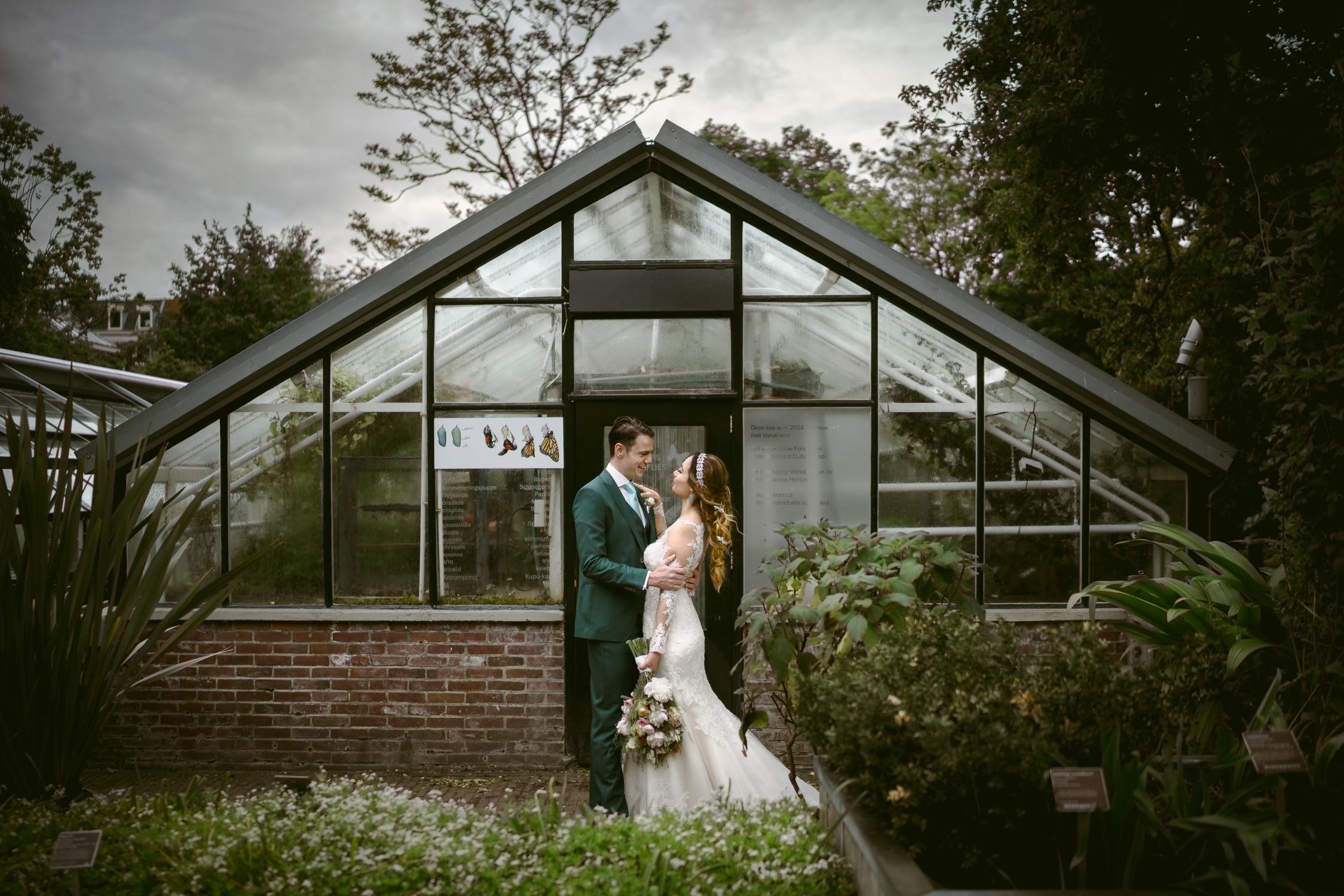 wedding photography amsterdam couple at hortus botanicus