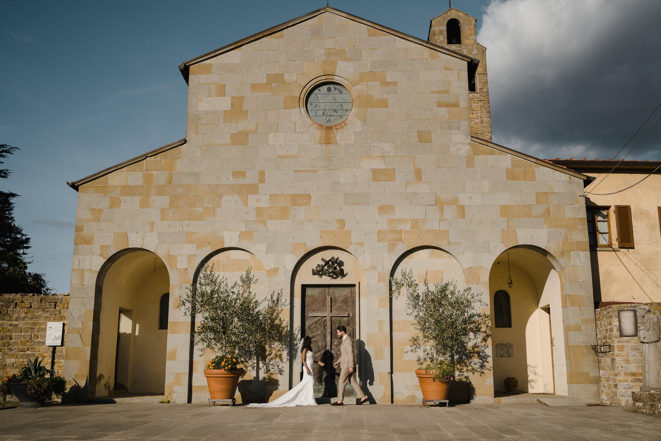 beste trouwfotograaf amsterdam bruidspaar en de kerk