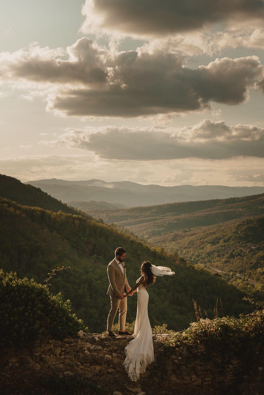 bruidspaar portret in het landschaap - mark hadden amsterdam trouwfotograaf
