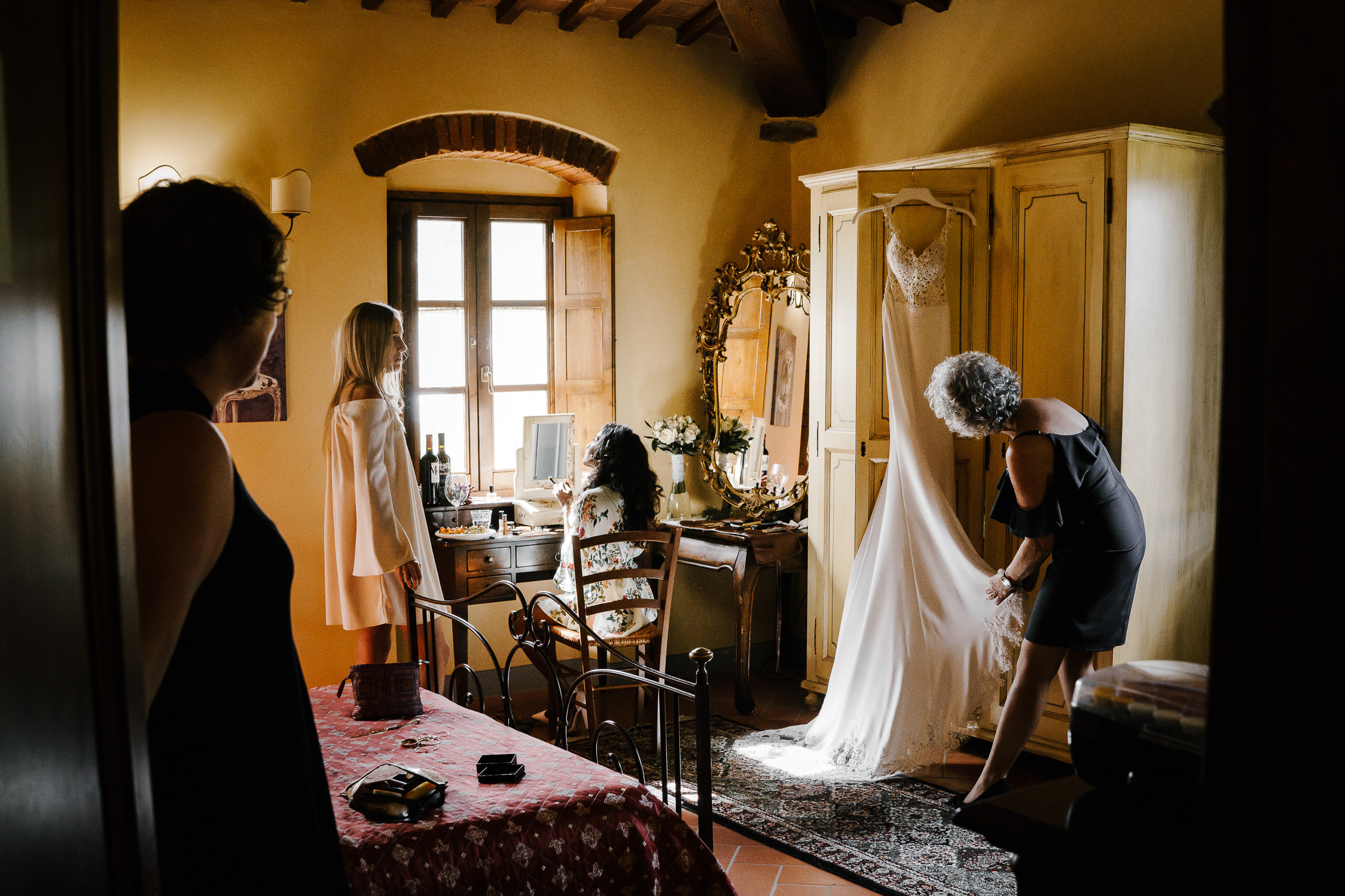 best amterdam wedding photographers mark hadden in tuscany, italy, bridal prep