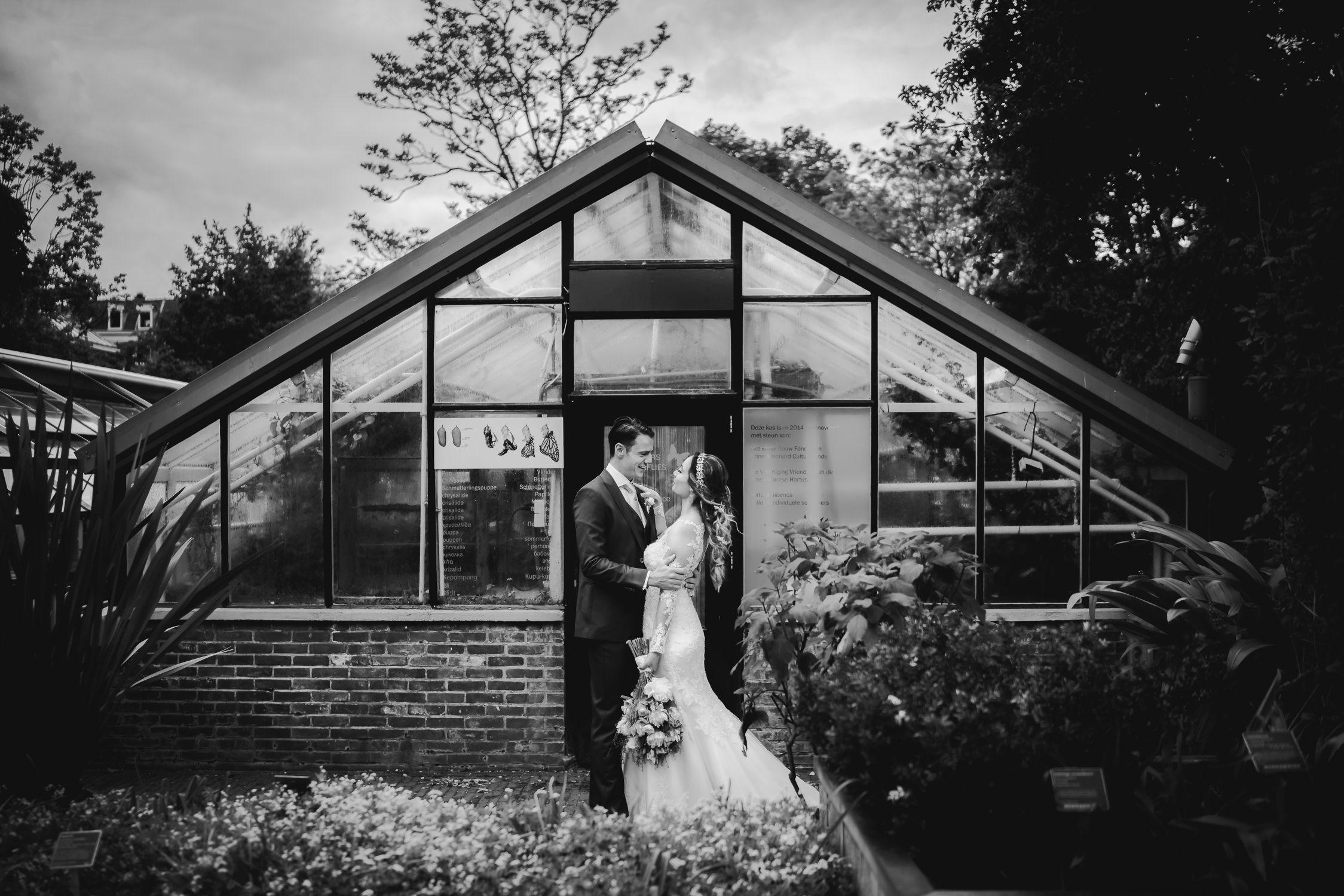 amazing wedding photography amsterdam couple at hortus botanicus