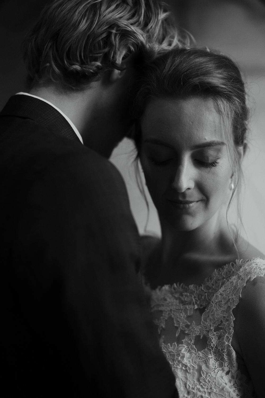 bride and groom domtoren utrecht trouwfotograaf mark hadden amsterdam