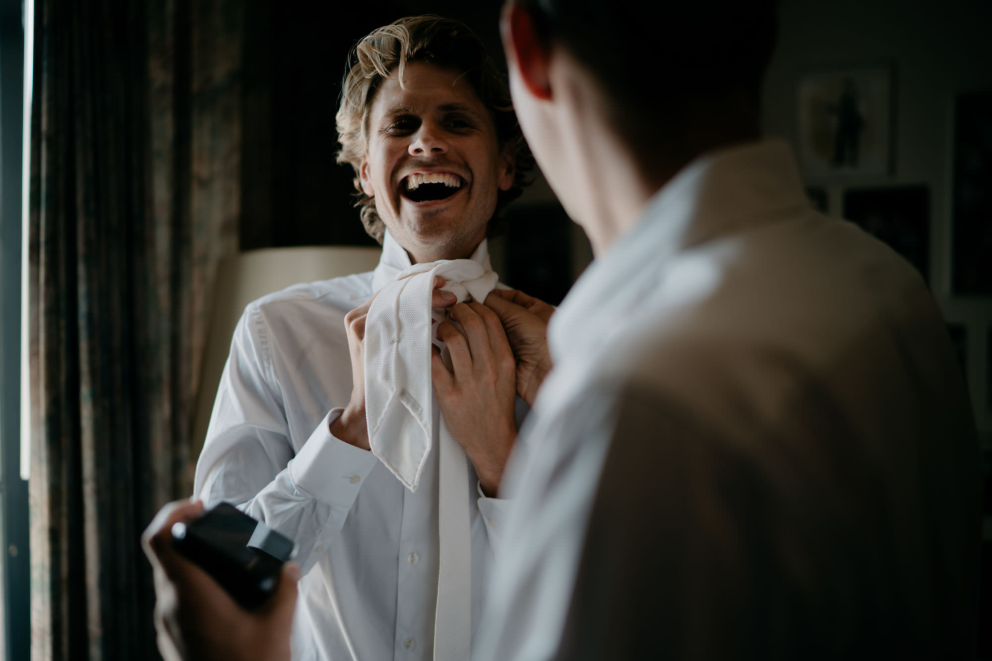 utrecht wedding photographer groom getting ready