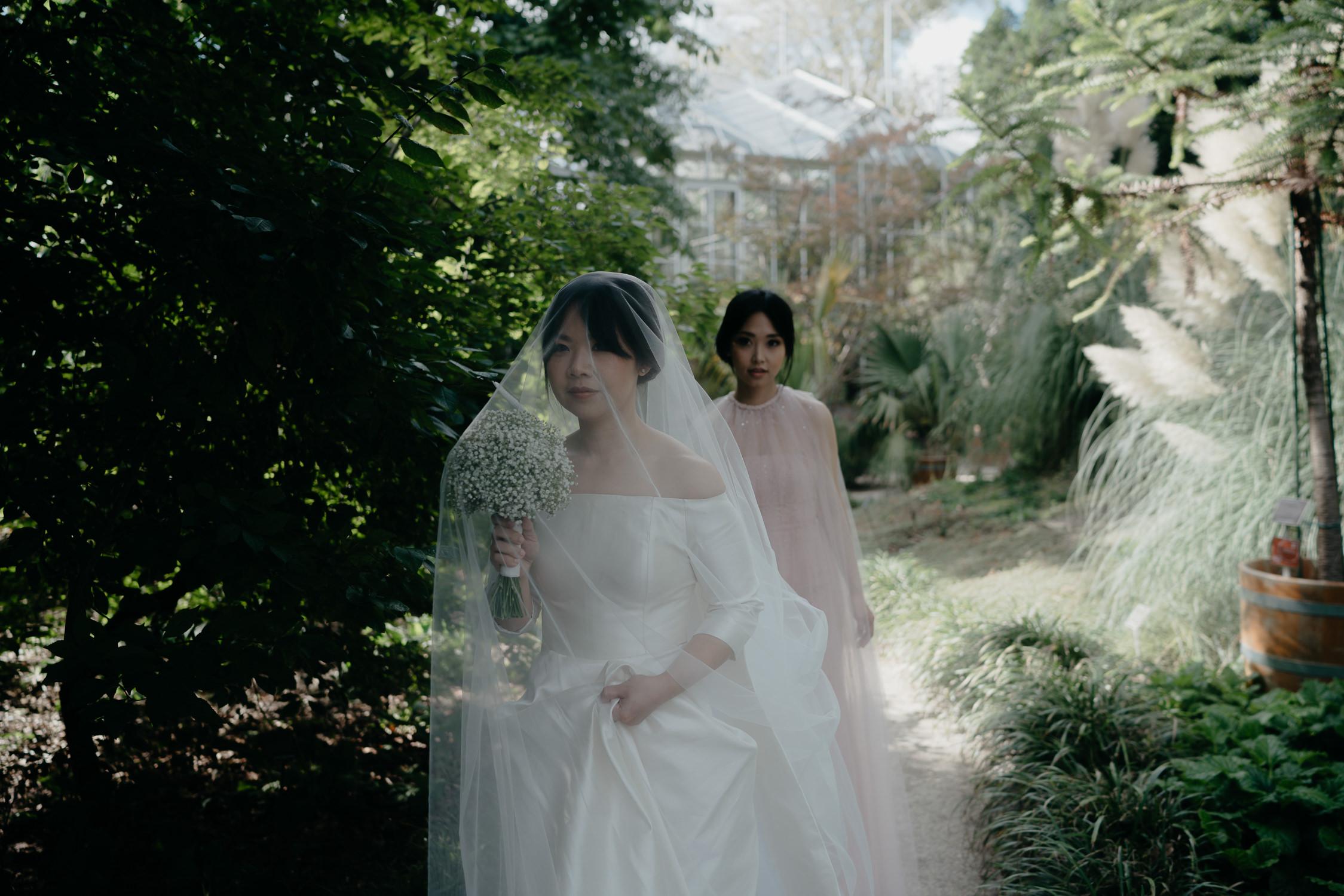 best wedding photography  at hortus botanicus in amsterdam
