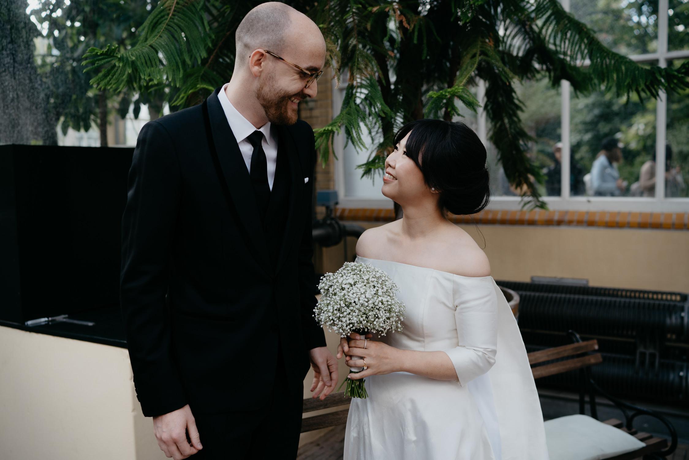 bruiloft in botanische tuin amsterdam fotografie door Mark hadden