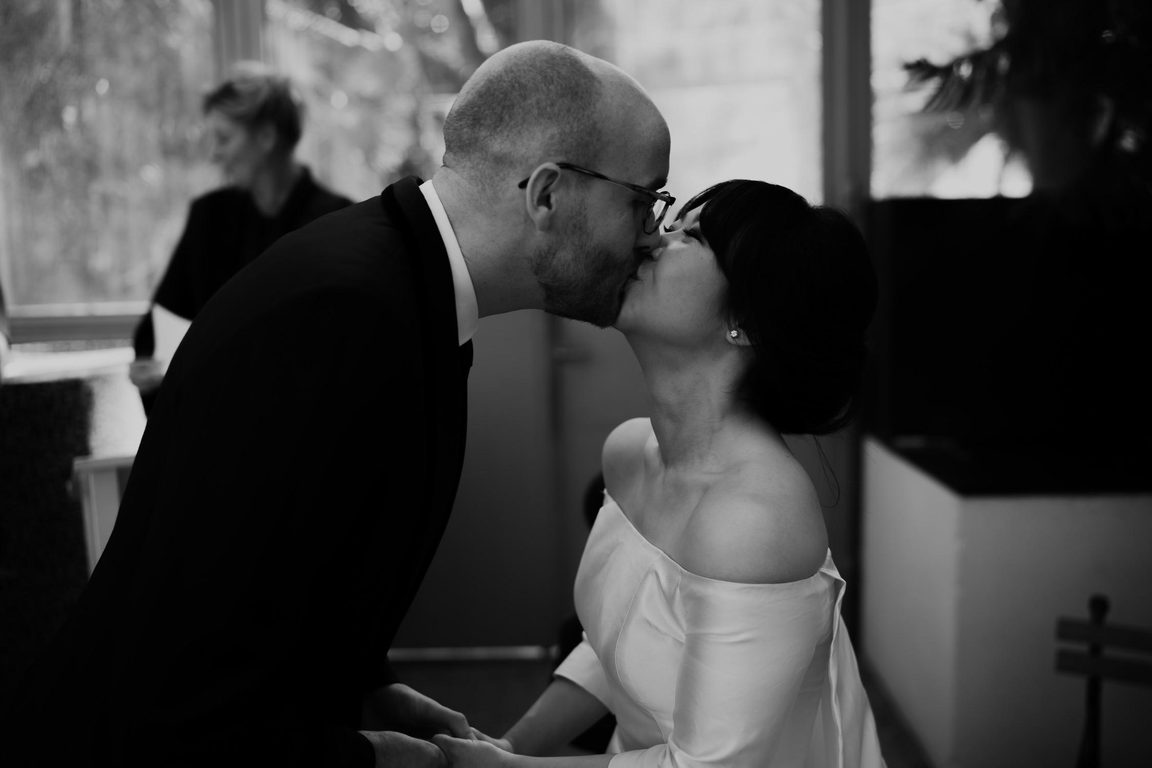 First kiss beautiful wedding ceremony in amsterdam hortus botanicus